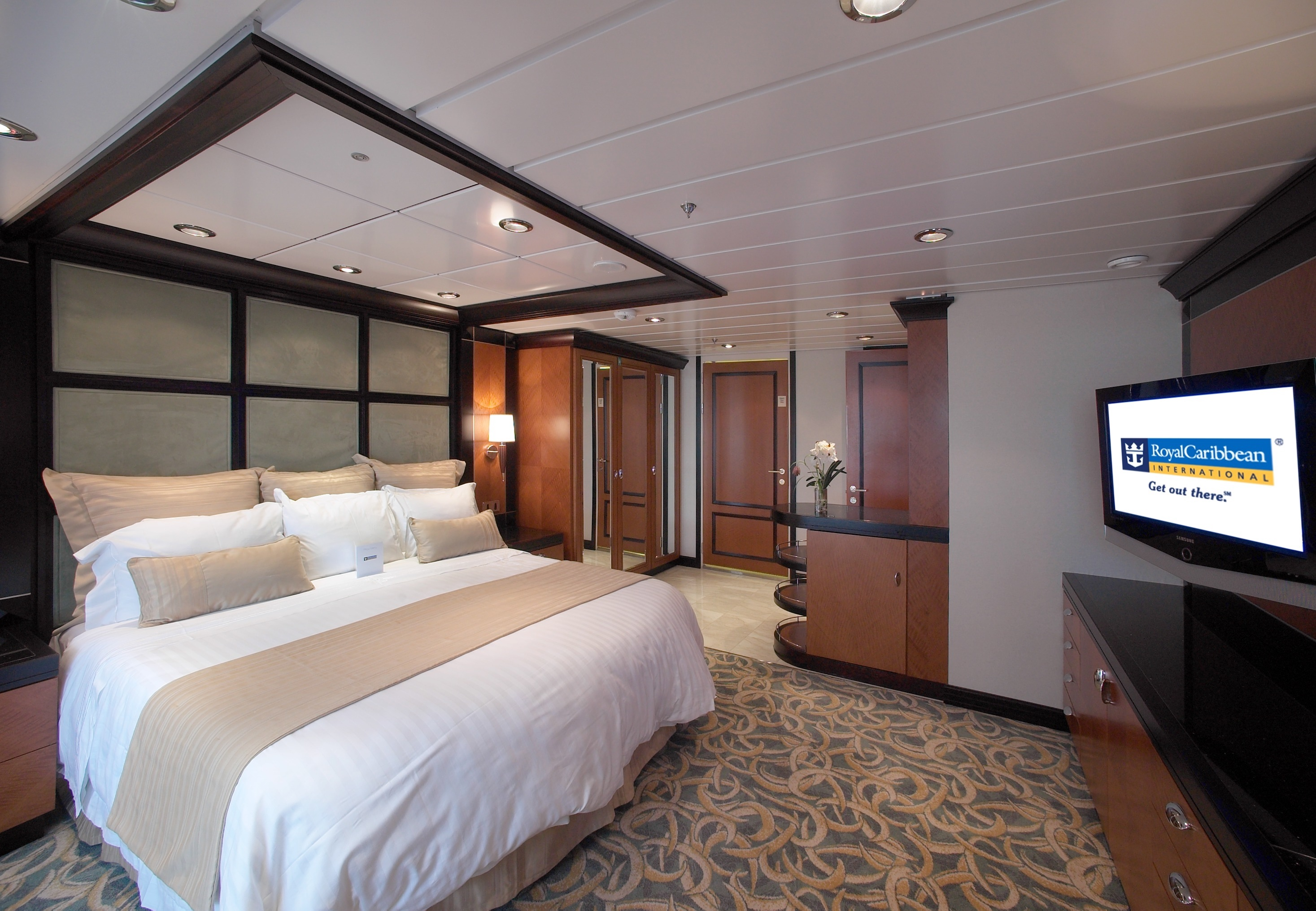 Royal Caribbean International Freedom of the Seas Accommodation Presidential Family Suite 4.jpg