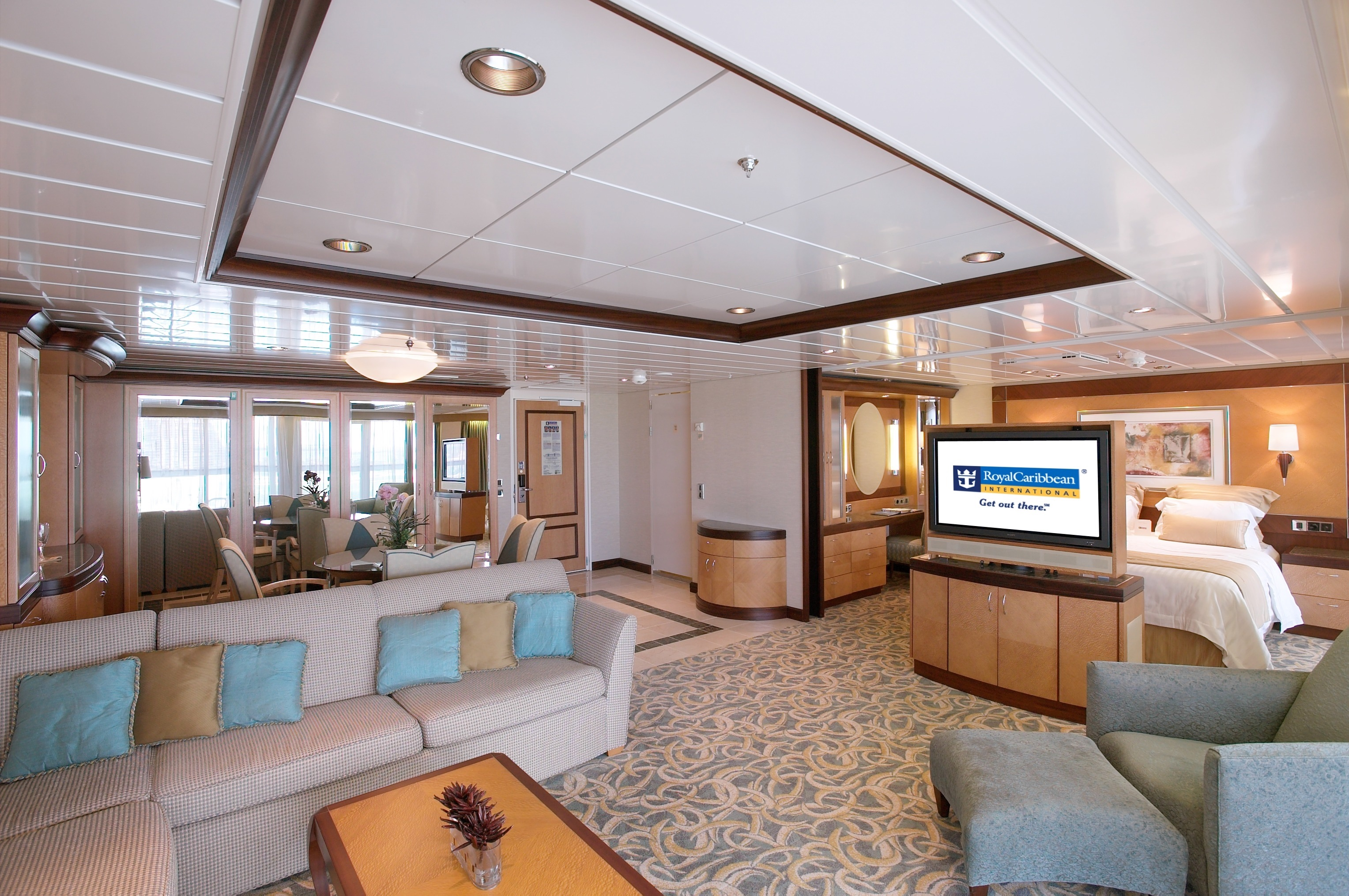 Royal Caribbean International Freedom of the Seas Accommodation Owners Suite.jpg