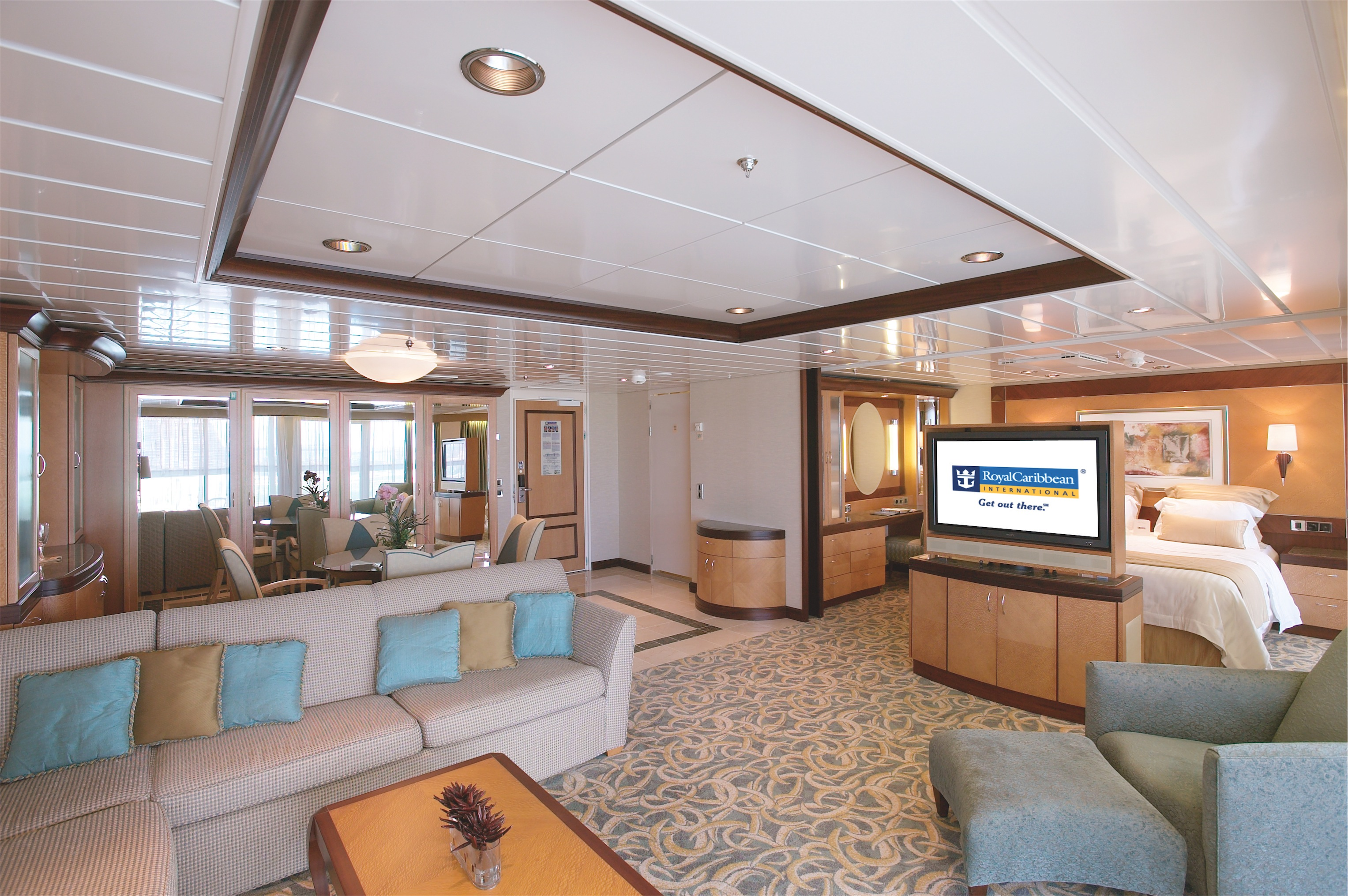 Royal Caribbean International Freedom of the Seas Accommodation Owners Suite 2.jpg