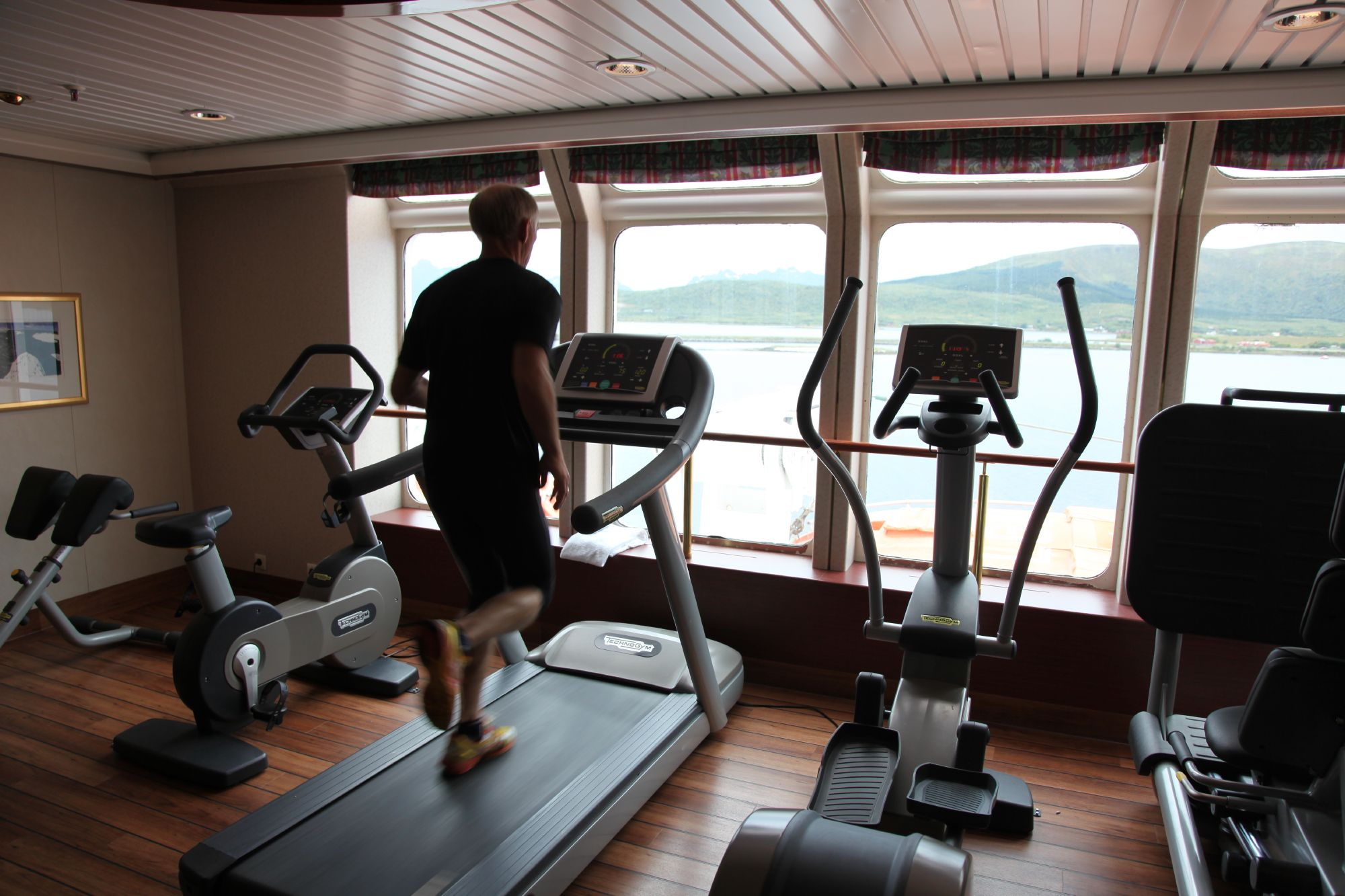 Hurtigruten Cruise Lines MS Kong Harald Interior Fitness Room.jpg