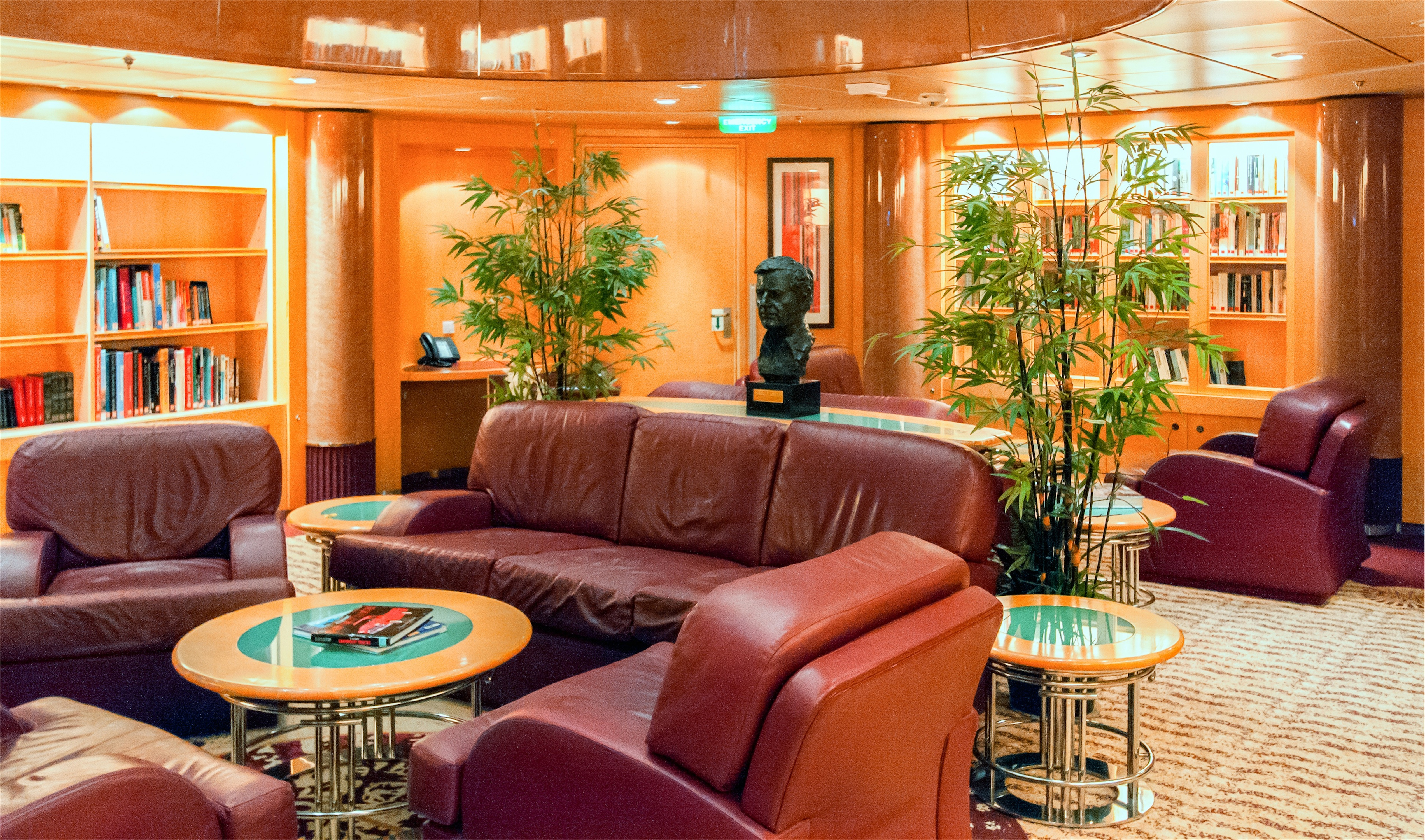 Royal Caribbean International Freedom of the Seas Interior 002.jpg