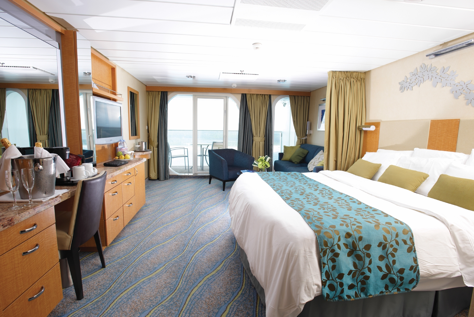 Royal Caribbean International Oasis of the seas accommodation Balcony cabin.jpg