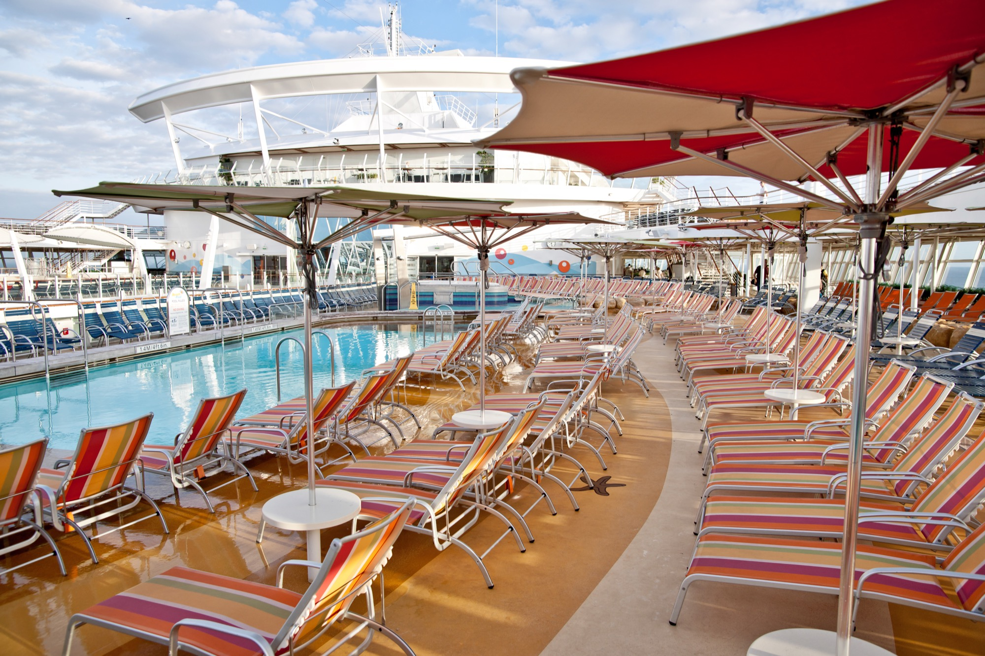 Royal Caribbean International Oasis of the Seas Pool Bar.jpg
