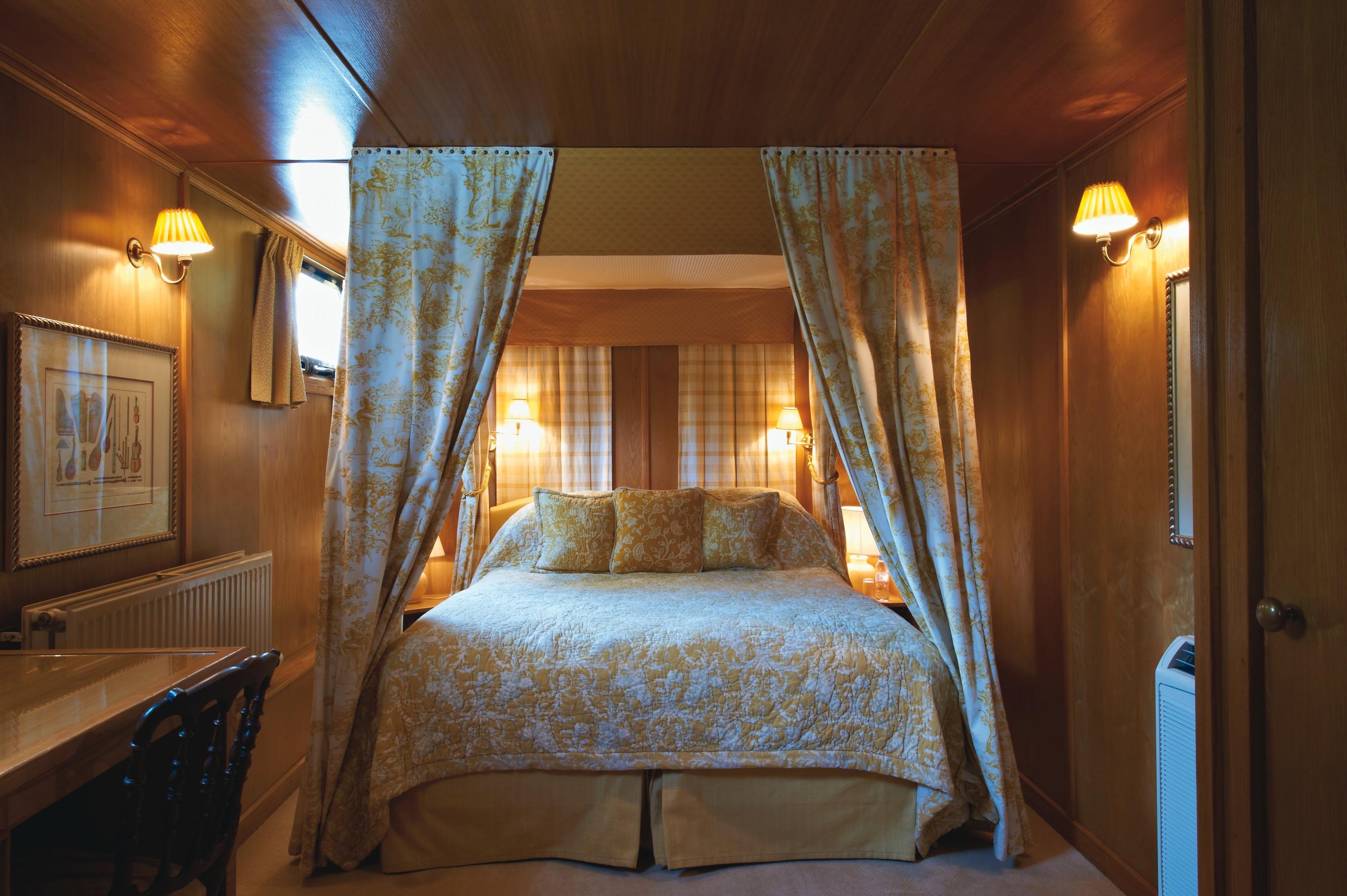 Belmond River Cruises Belmond Fleur de Lys Accommodation Bedroom 1.jpg