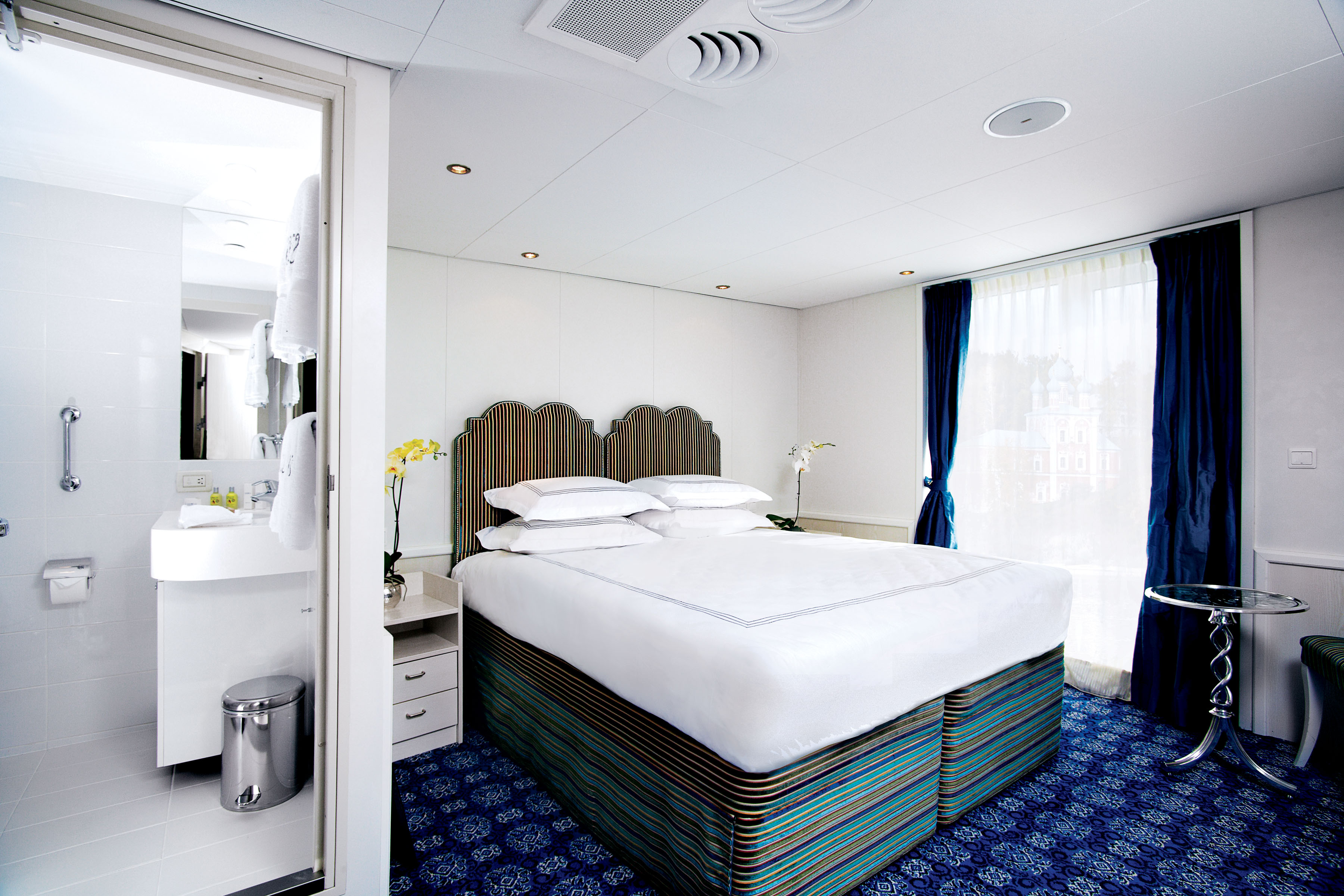 UNIWORLD Boutique River Cruises River Victoria Accommodation Stateroom Category 2.jpg