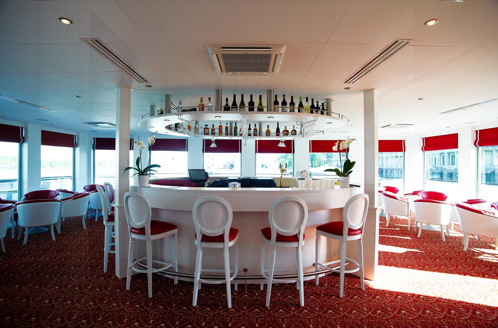 UNIWORLD Boutique River Cruises River Victoria Interior Katarina Bar 1.jpg