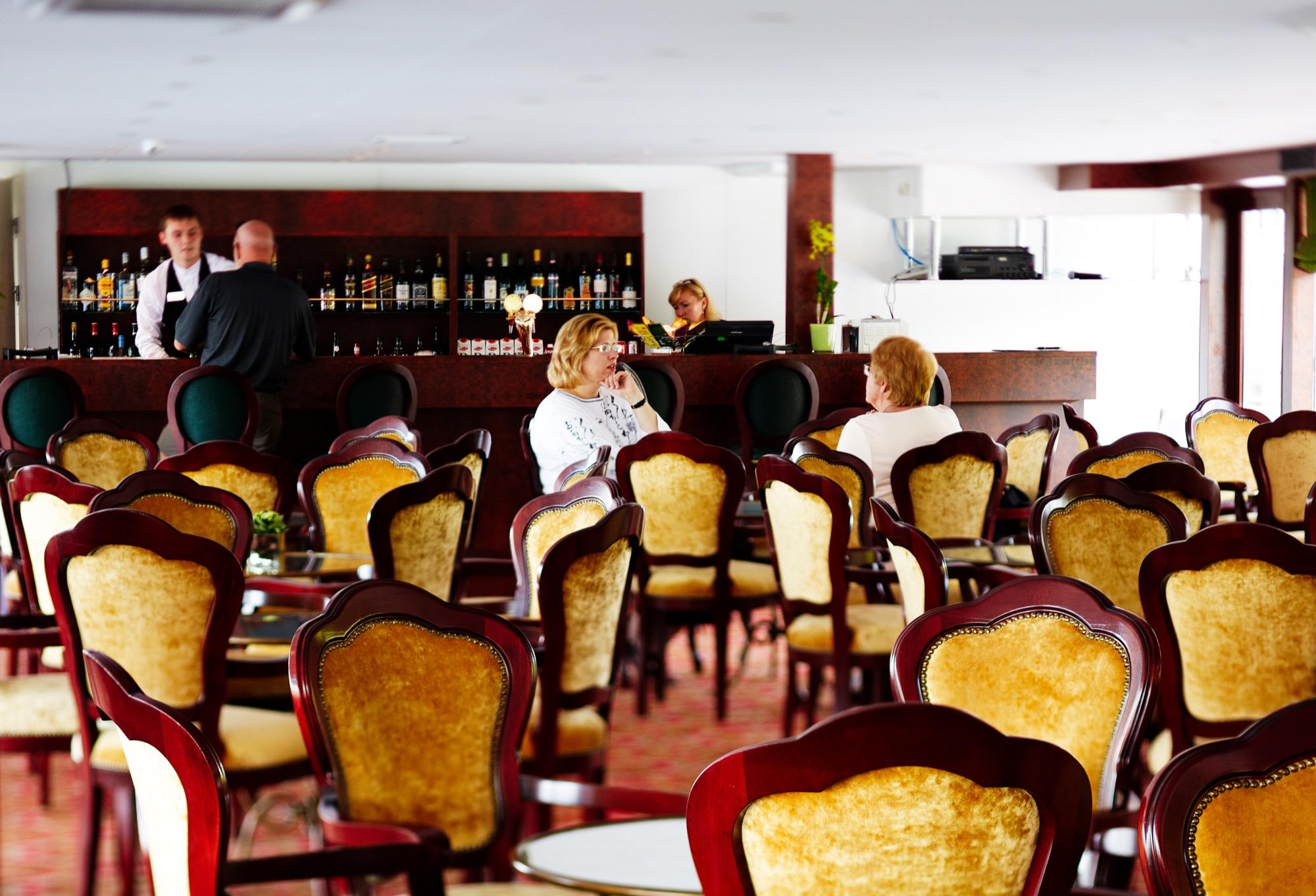 UNIWORLD Boutique River Cruises River Victoria Interior Katarina Bar 2.jpg