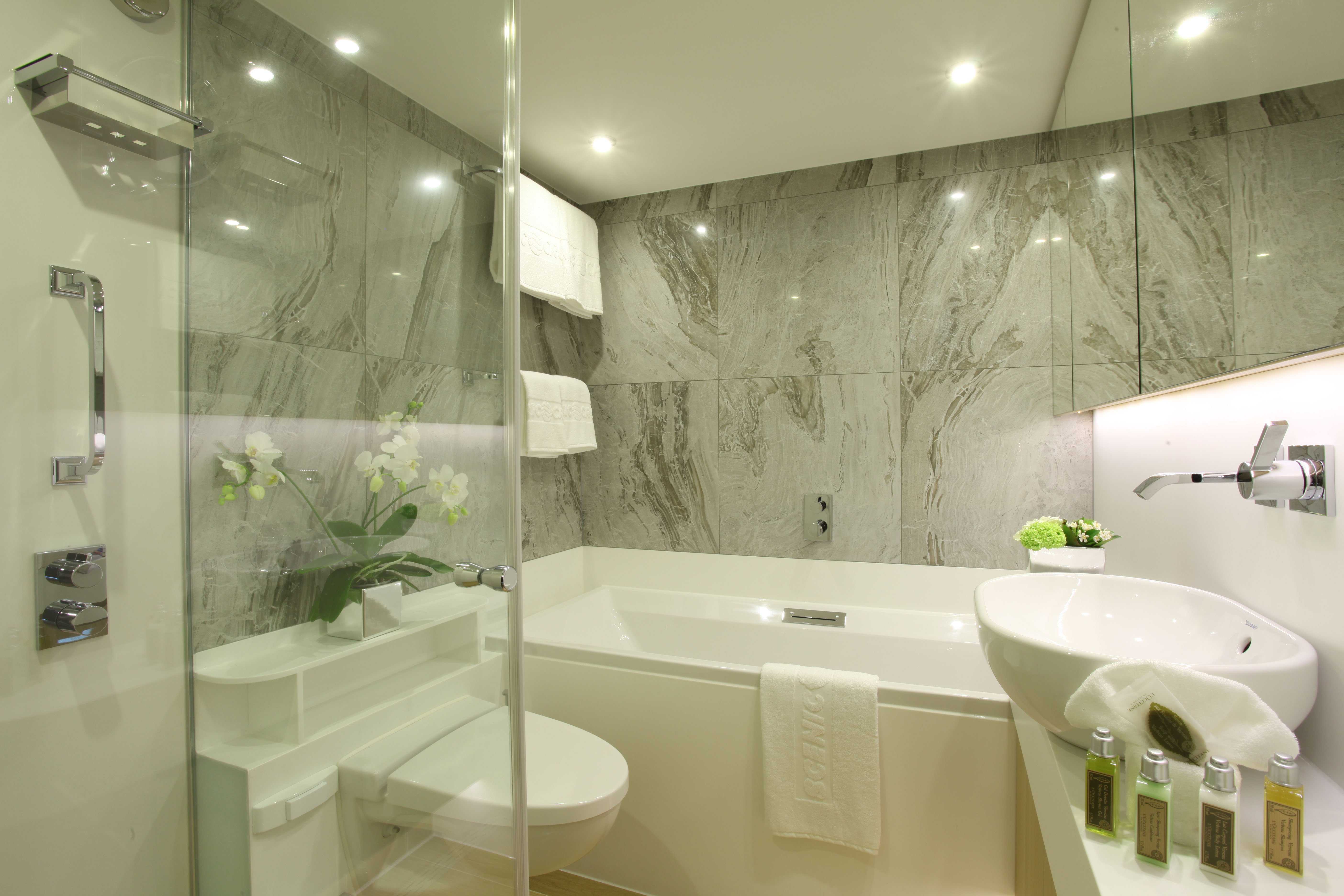 Scenic Crystal Scenic Jewel Scenic Jade Accommodation Royal Suite Bathroom.jpg