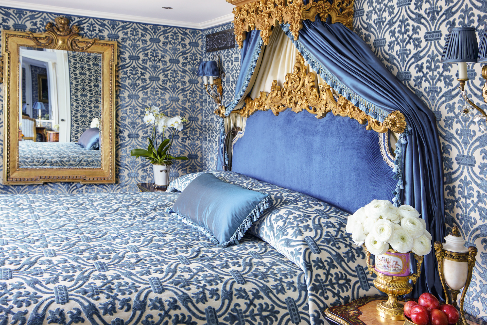 UNIWORLD Boutique River Cruises SS Maria Theresa Accommodation Royal Suite 3.jpg