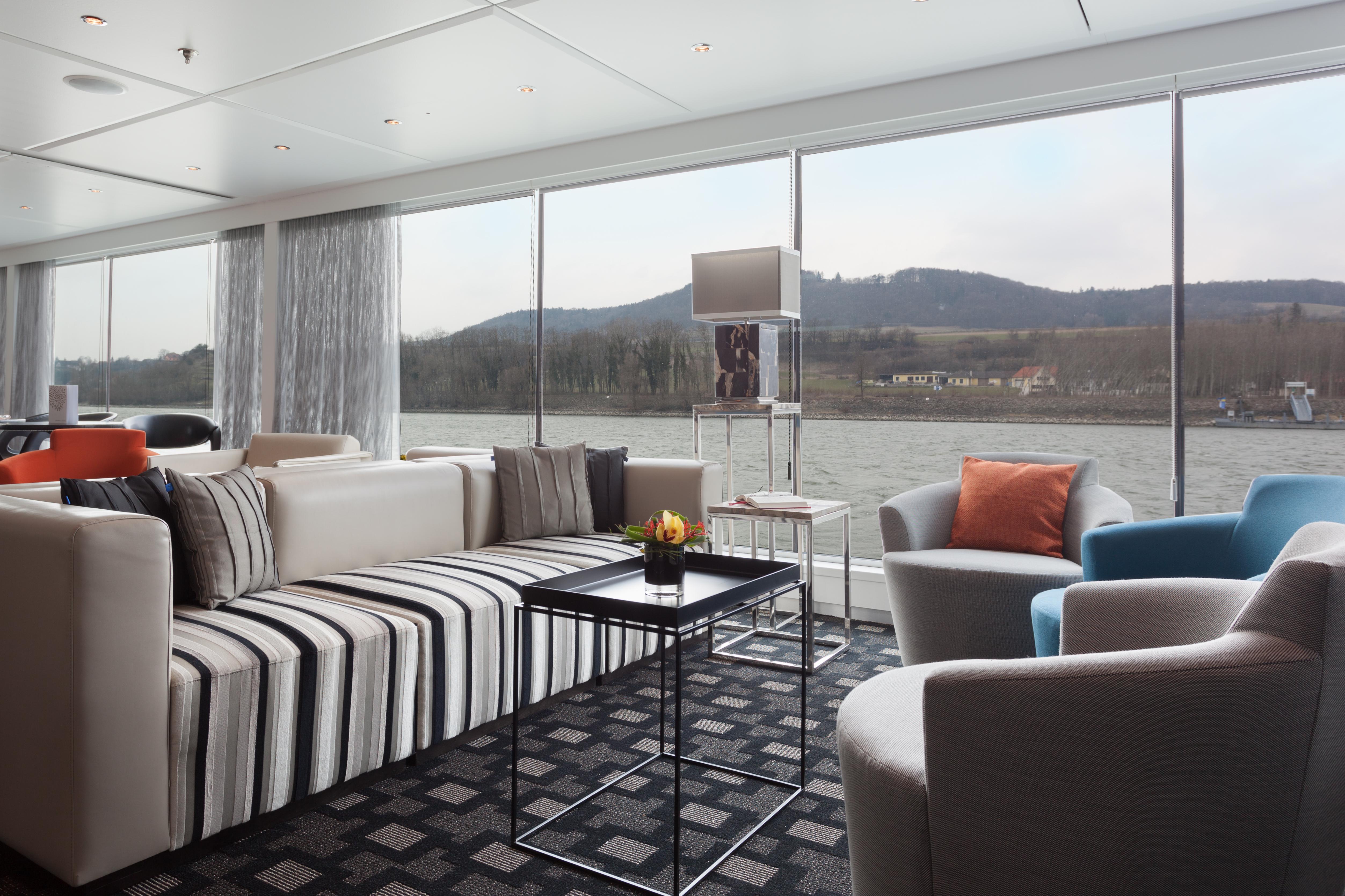 Scenic Sapphire Scenic Emerald Scenic Diamond Scenic Ruby Scenic Pearl Interior Lounge 1.jpg