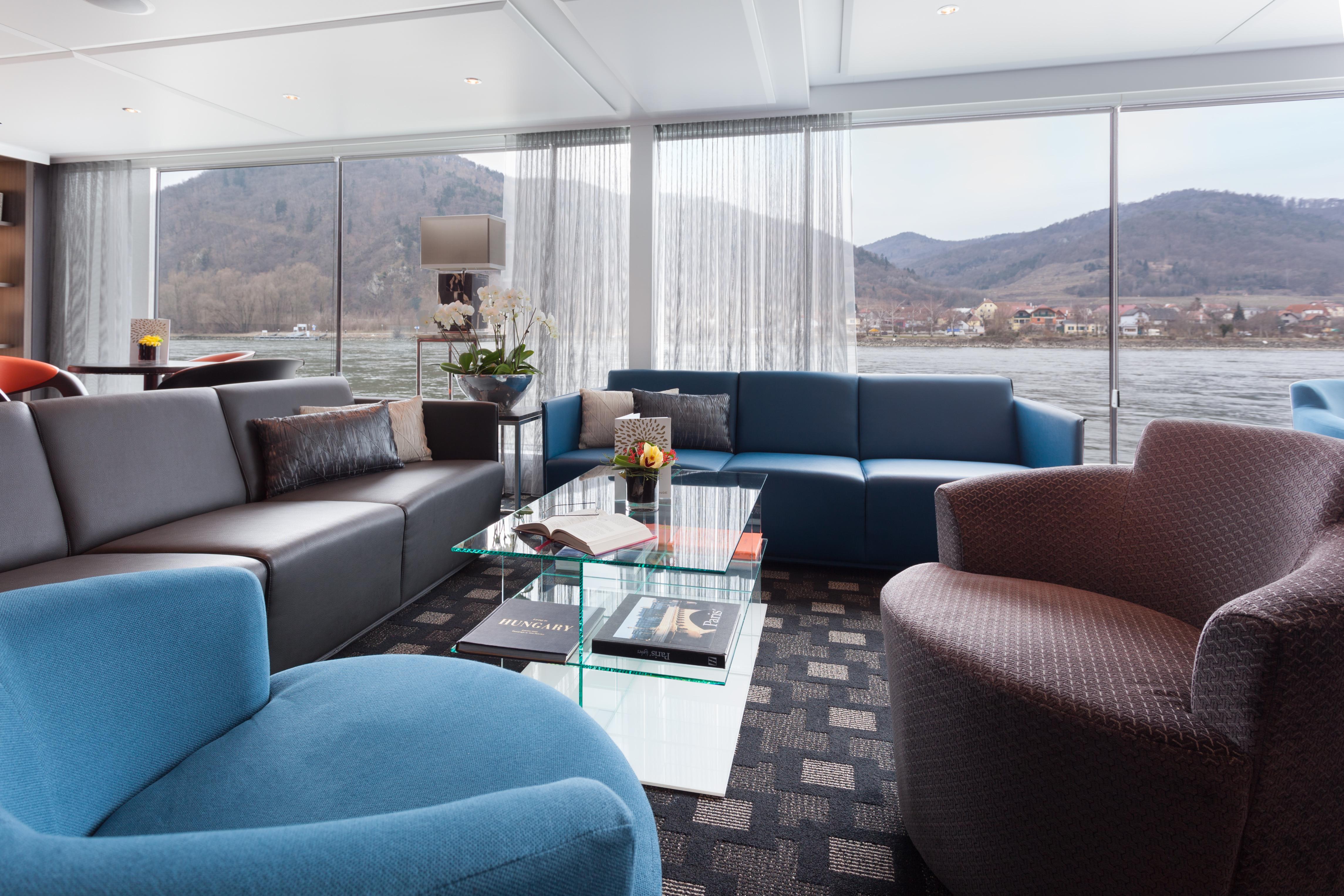 Scenic Sapphire Scenic Emerald Scenic Diamond Scenic Ruby Scenic Pearl Interior Lounge 3.jpg