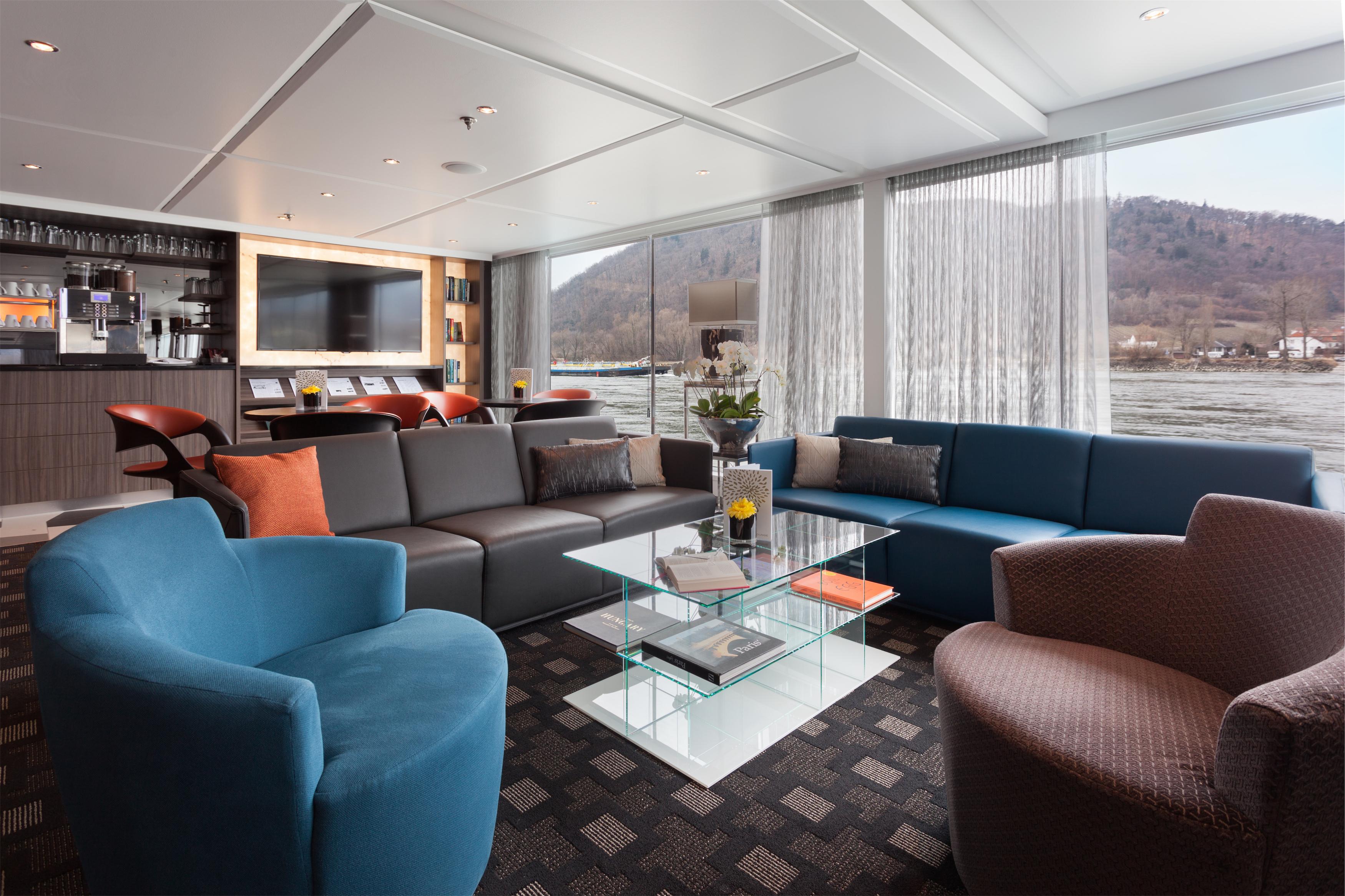 Scenic Sapphire Scenic Emerald Scenic Diamond Scenic Ruby Scenic Pearl Interior Lounge 2.jpg