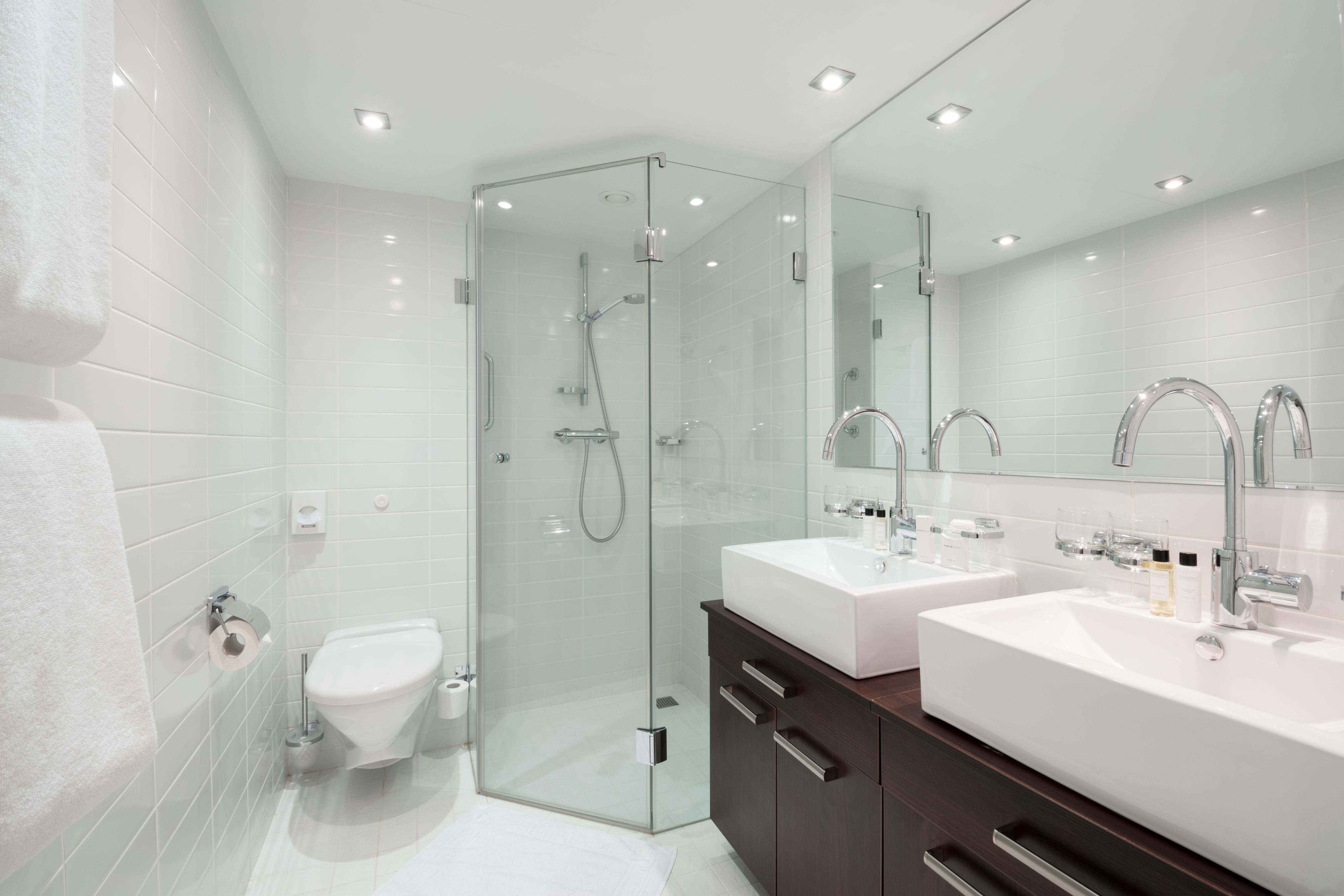 Scenic Tsar Accommodation Royal Panorama Suite Bathroom 1.jpg