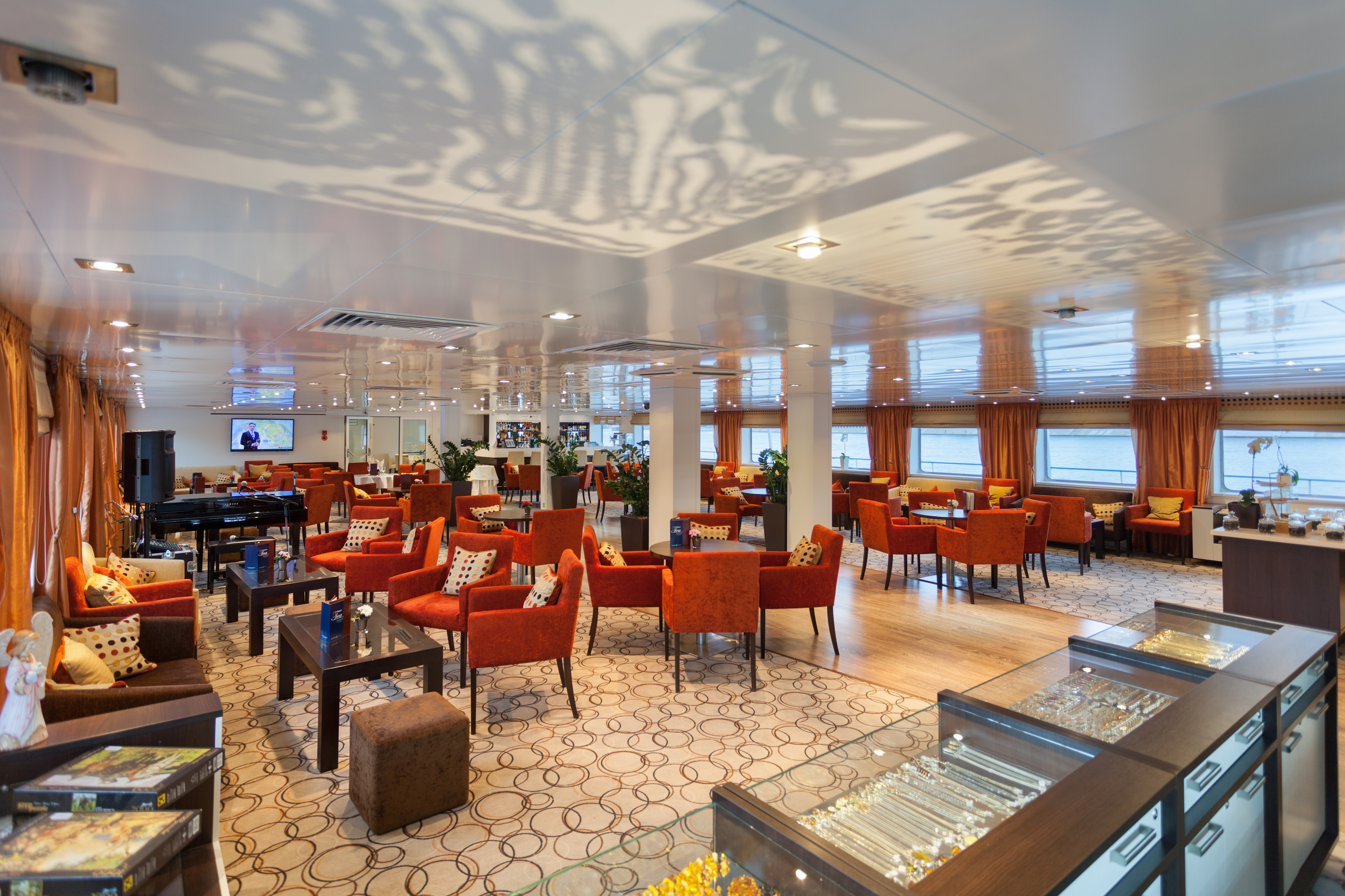Scenic Tsar Interior Panorama Lounge 3.jpg