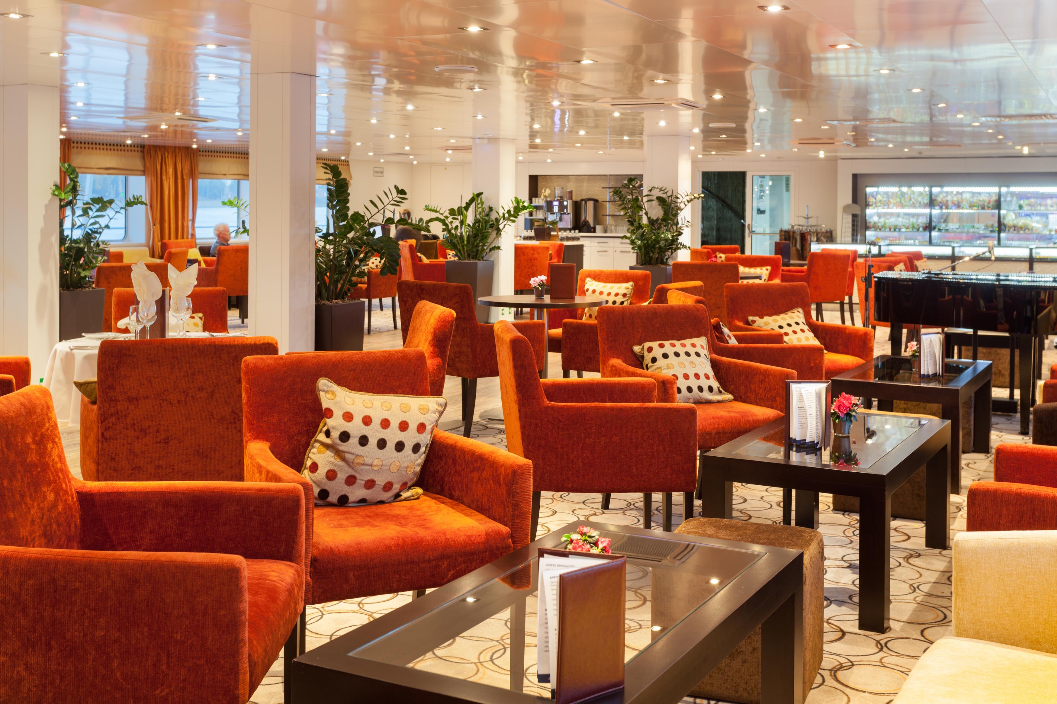 Scenic Tsar Interior Panorama Lounge 2.jpg