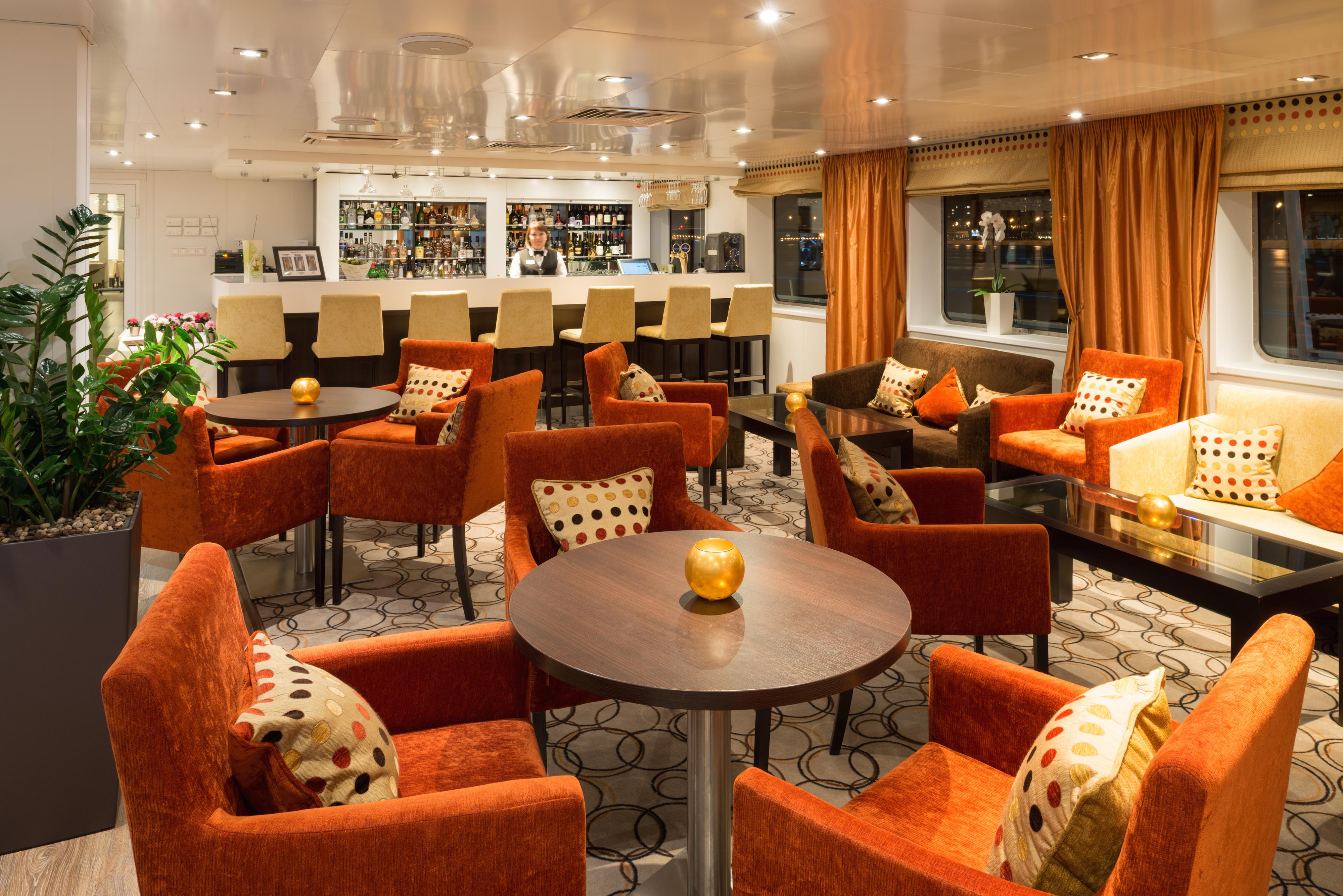 Scenic Tsar Interior Panorama Lounge Bar.jpg