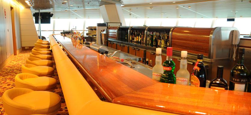 Pullmantur Monarch Interior 360 Lounge Bar.jpg