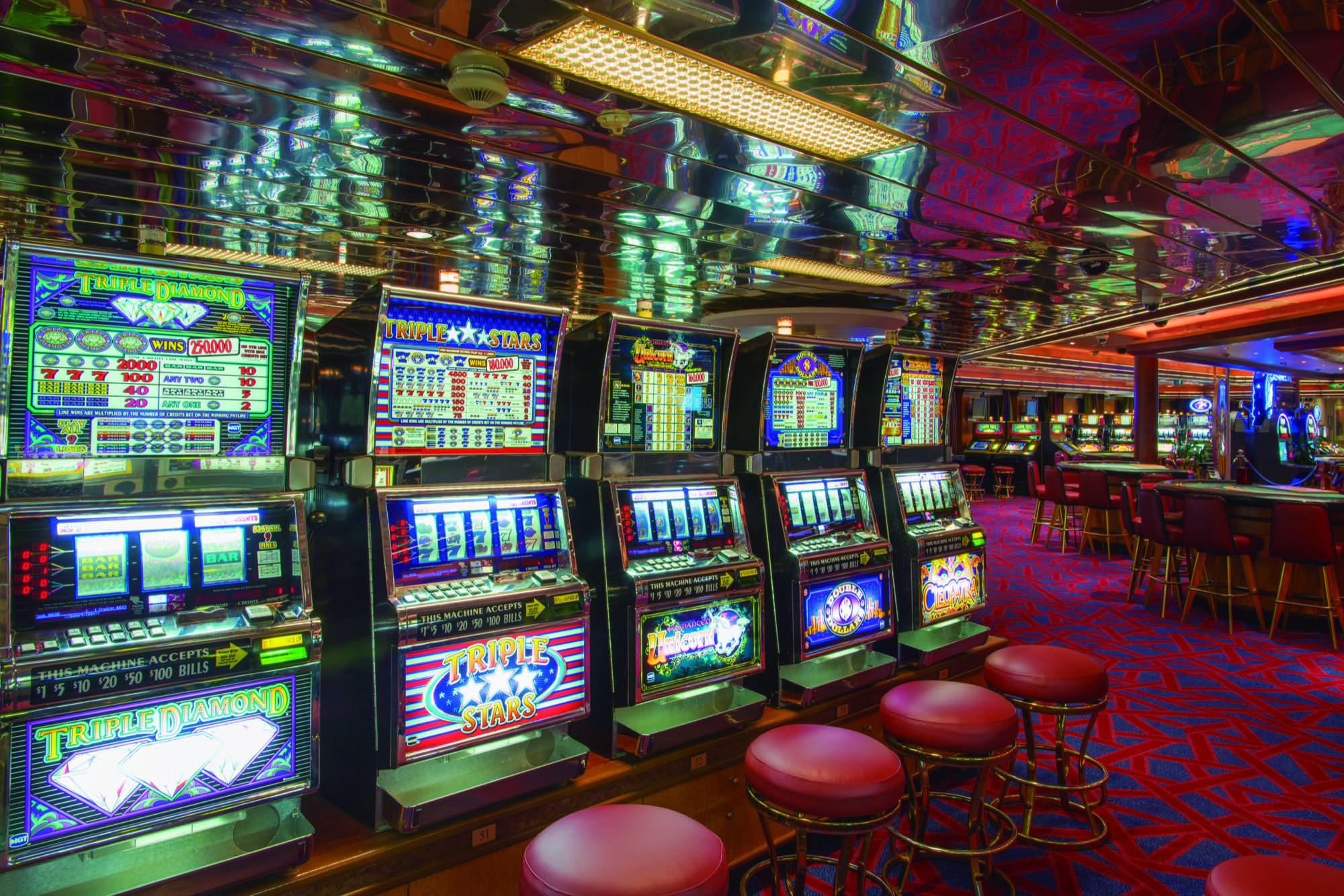 Pullmantur Monarch Interior Casino 1.jpg