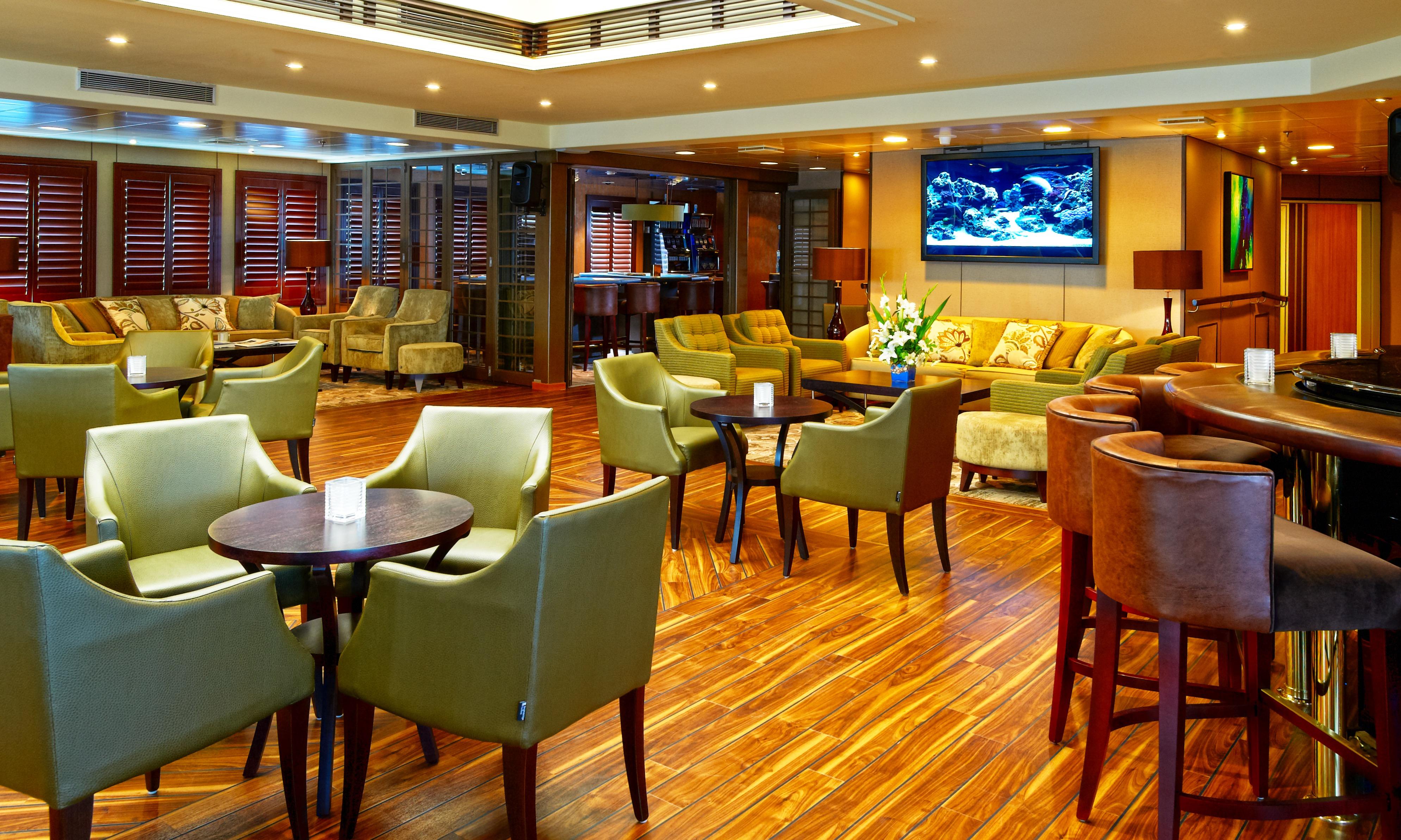 Windstar Wind Star & Wind Spirit Interior The Lounge 1.jpg