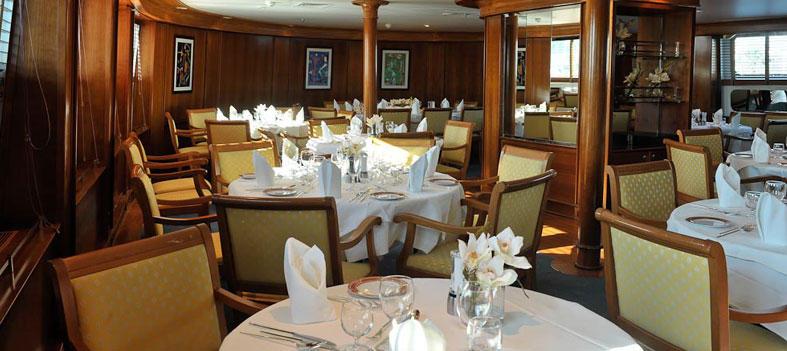 Ponant Le Ponant Interior Karukera Restaurant 3.jpg