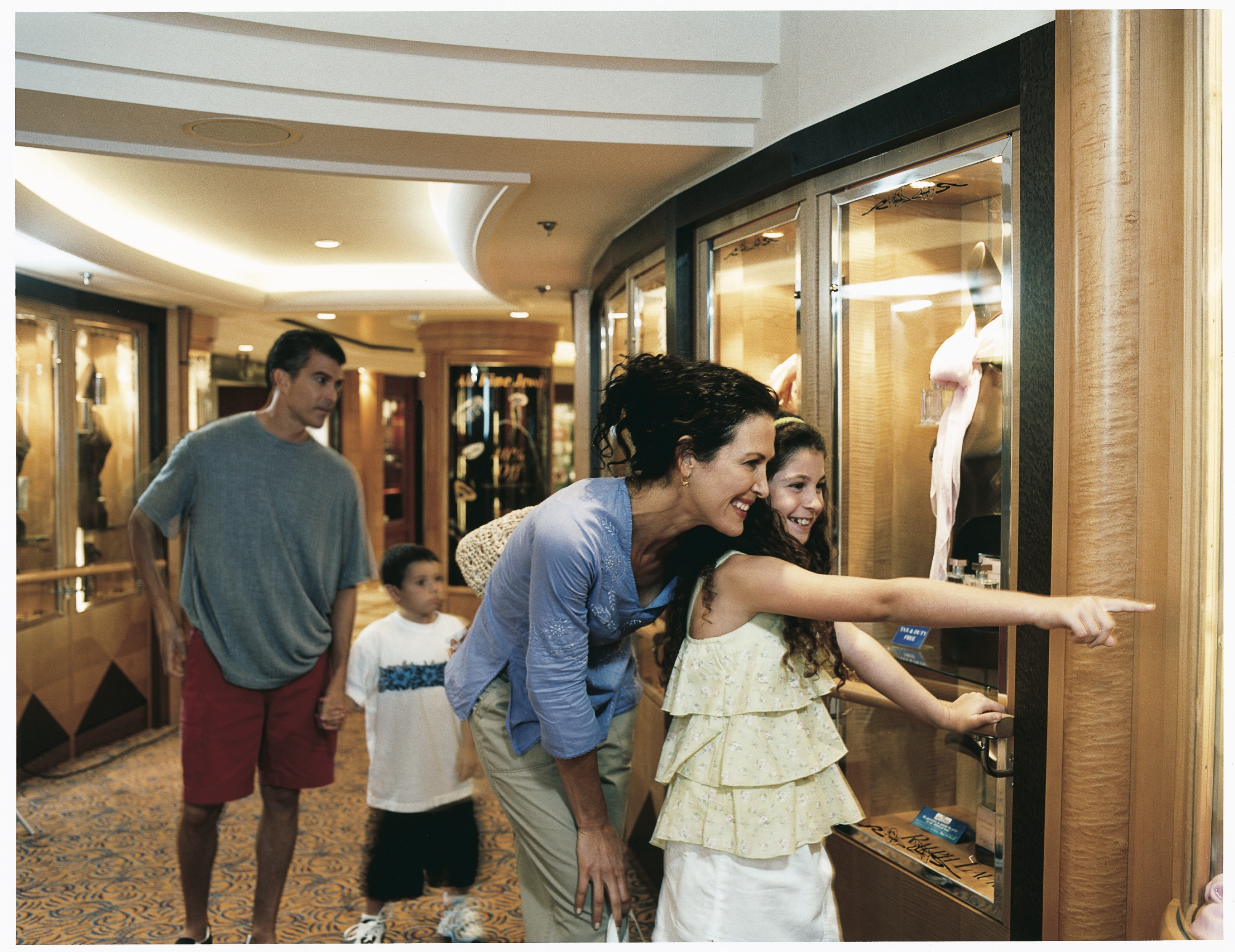 Royal Caribbean International Jewel of the Seas Interior Window Shopping.jpeg