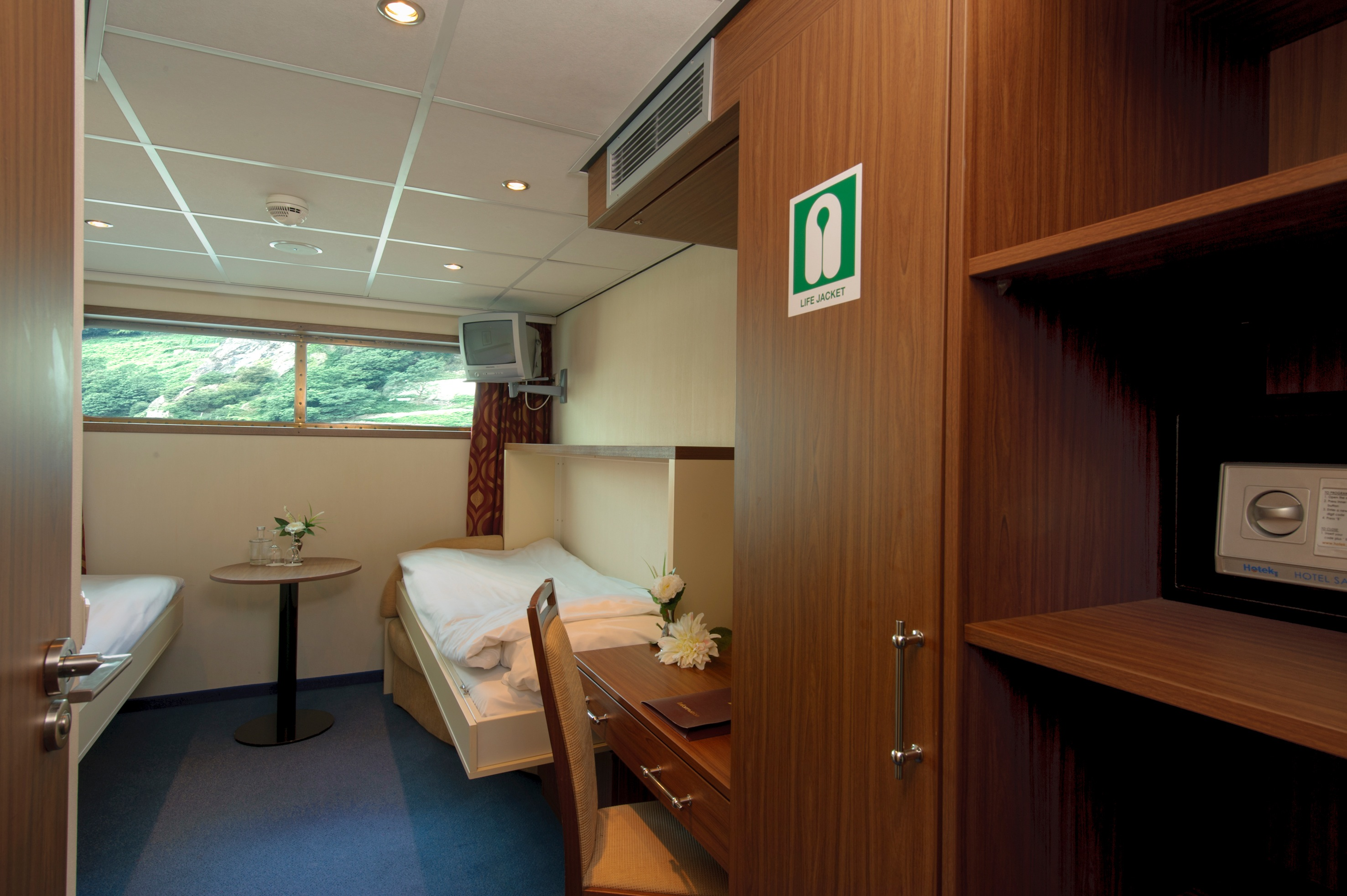 The River Cruise Line MS Serenity Accommodation Main Deck Cabin 3.jpg