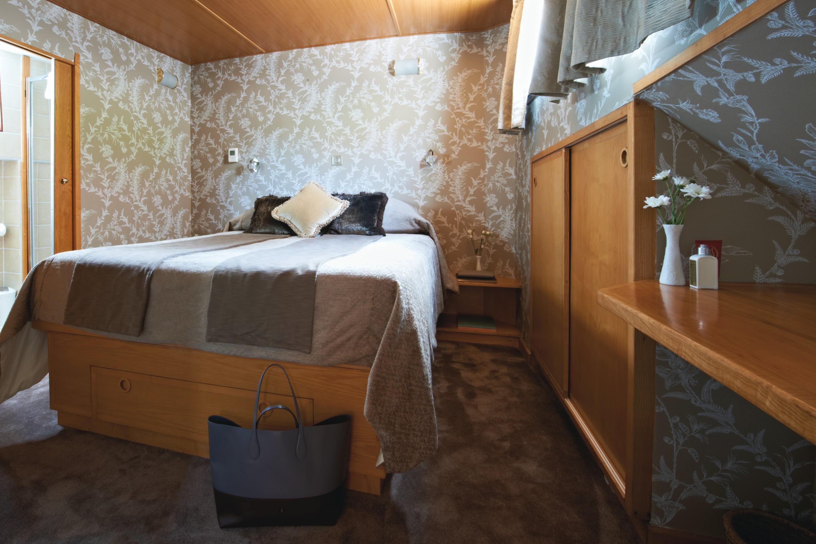 Belmond River Cruises Belmond Hirondelle Accommodation Bedroom 4.jpg