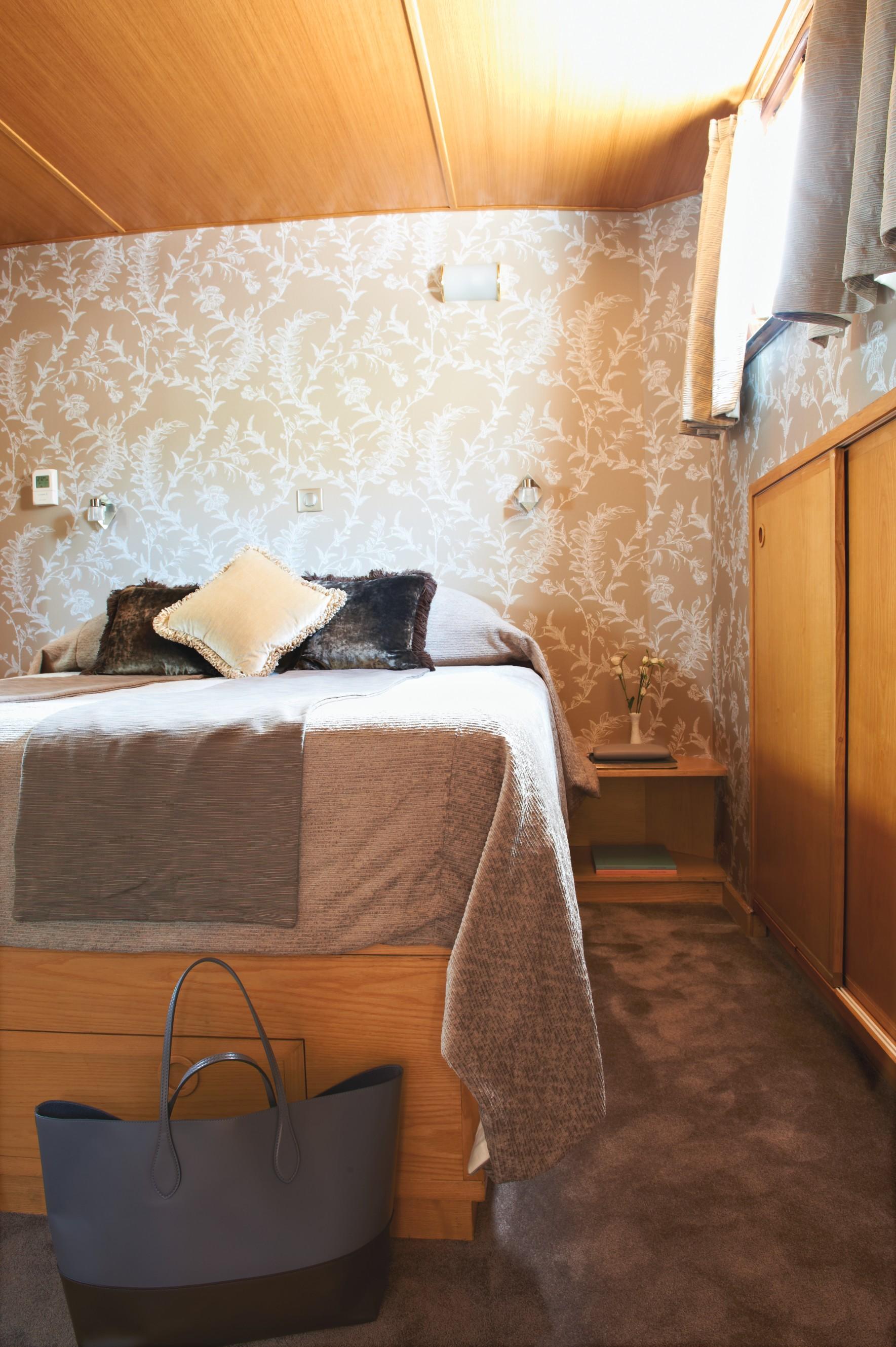 Belmond River Cruises Belmond Hirondelle Accommodation Bedroom 1.jpg