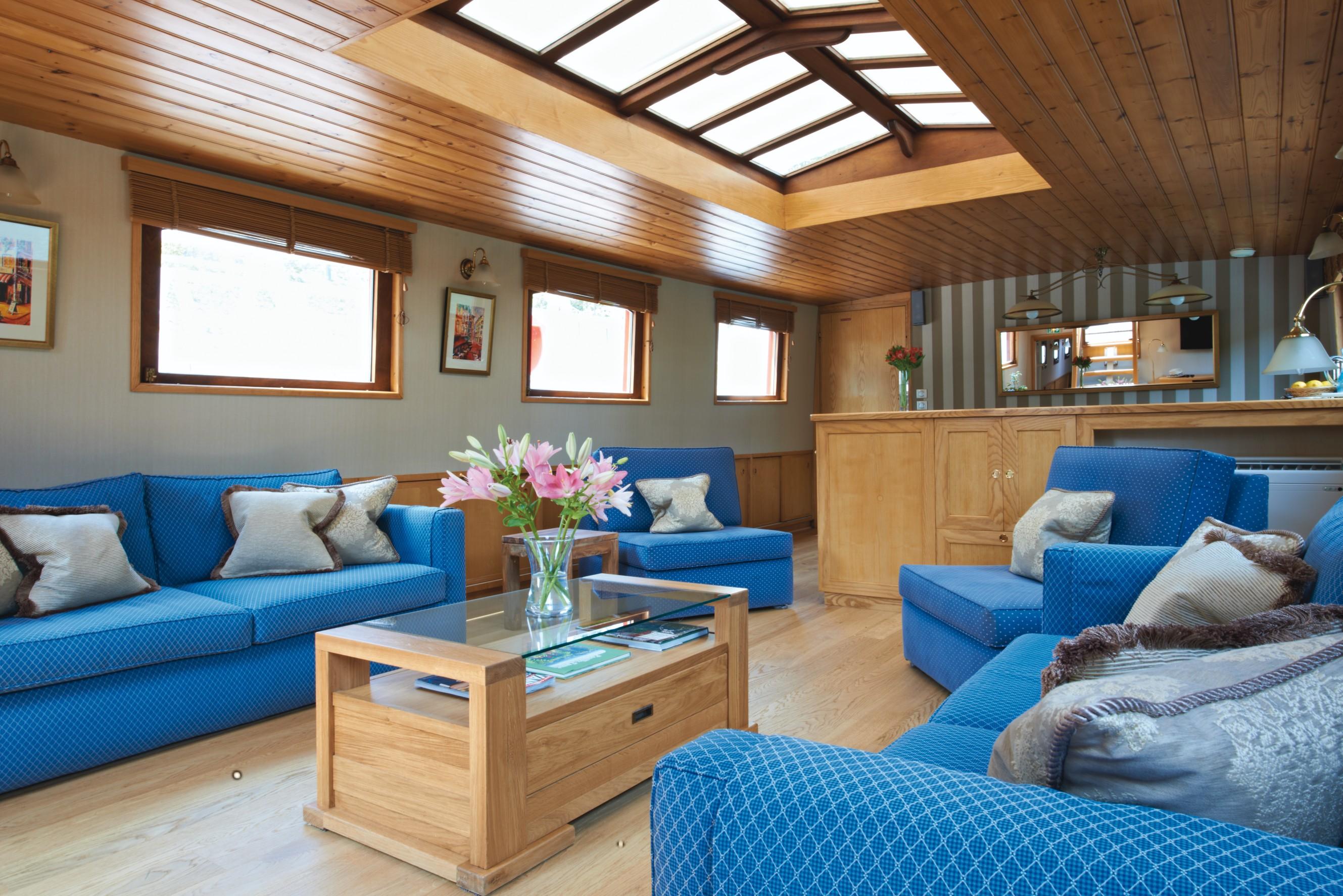 Belmond River Cruises Belmond Hirondelle Interior Lounge.jpg