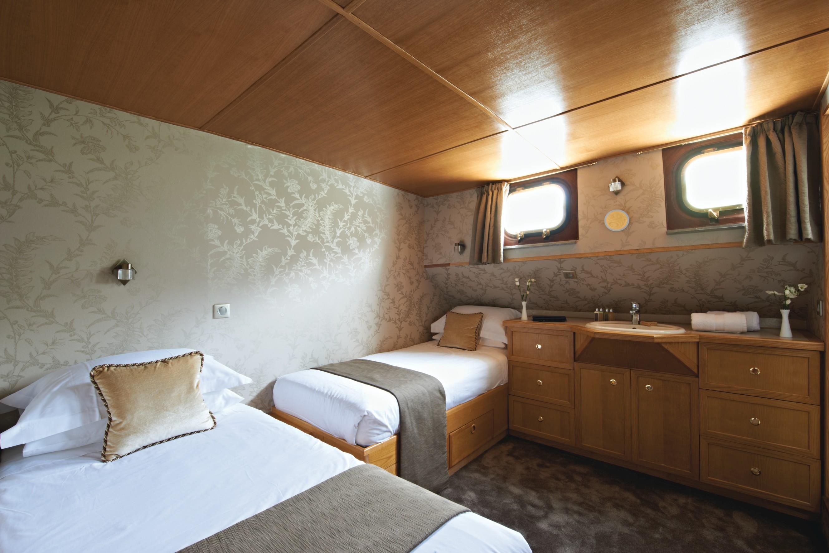 Belmond River Cruises Belmond Hirondelle Accommodation Bedroom 3.jpg