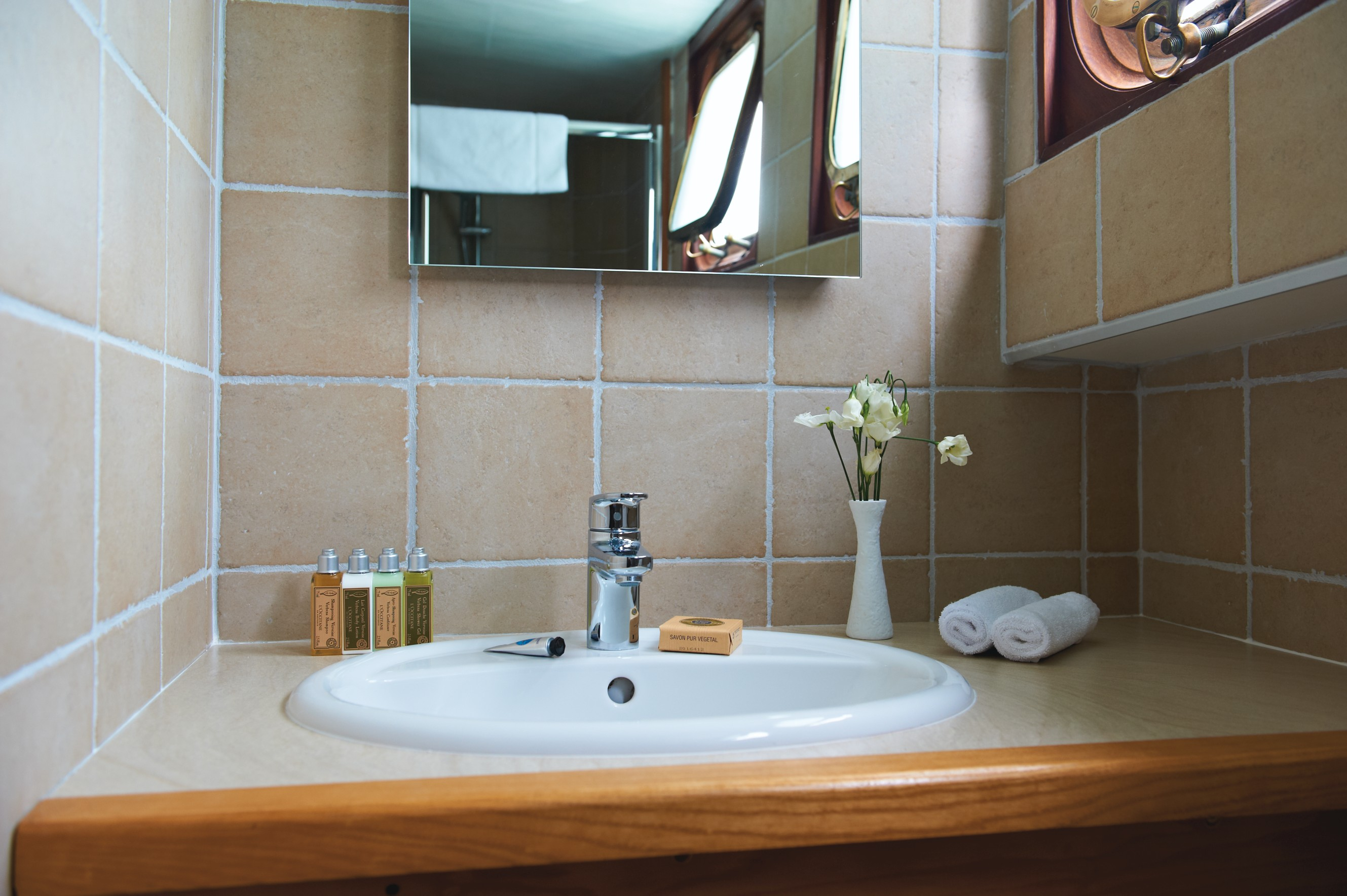 Belmond River Cruises Belmond Hirondelle Accommodation Bathroom.jpg