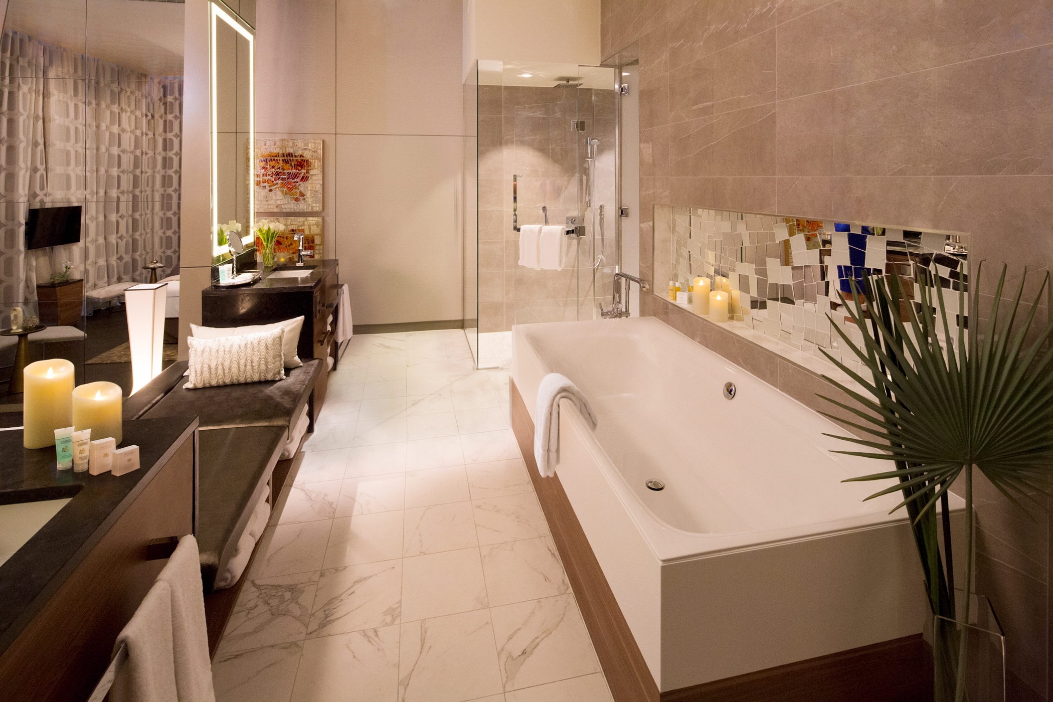 Royal Caribbean International Oasis of the seas accommodation Royal suite bathroom.jpg