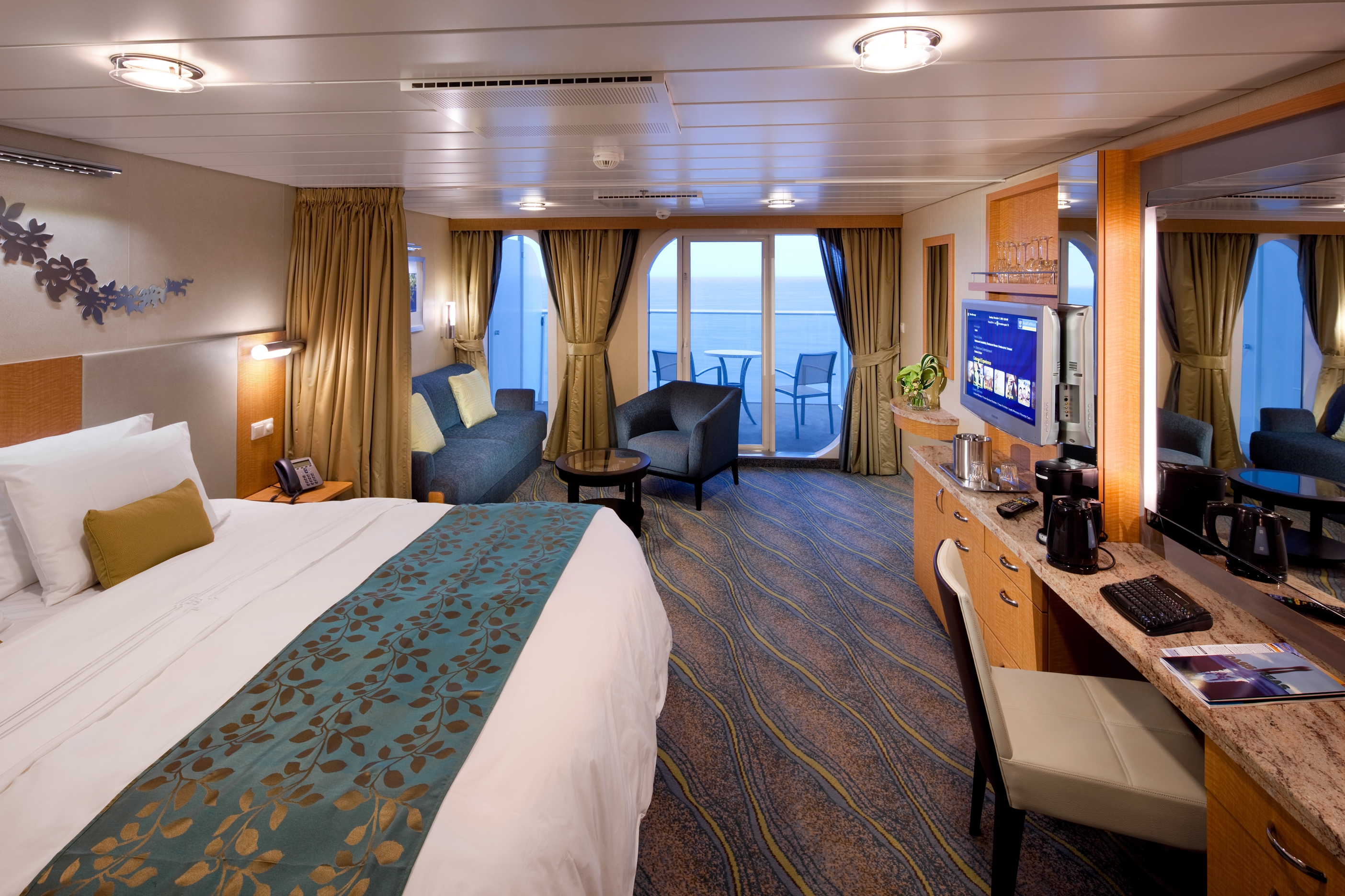 Royal Caribbean International Oasis of the seas accommodation Junior suite 1.jpg