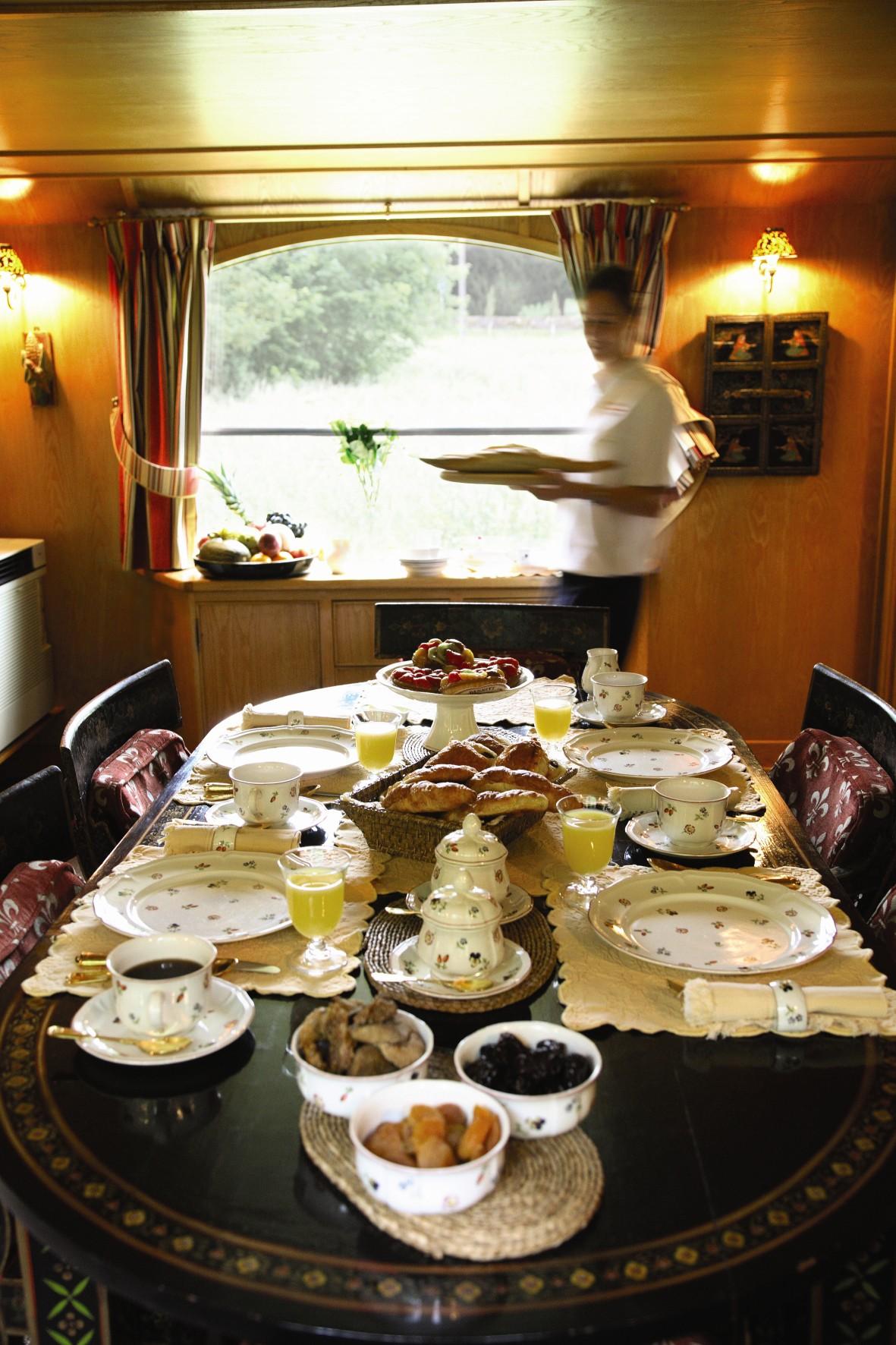 Belmond River Cruises Belmond Fleur de Lys Interior Restaurant Breakfast.jpg