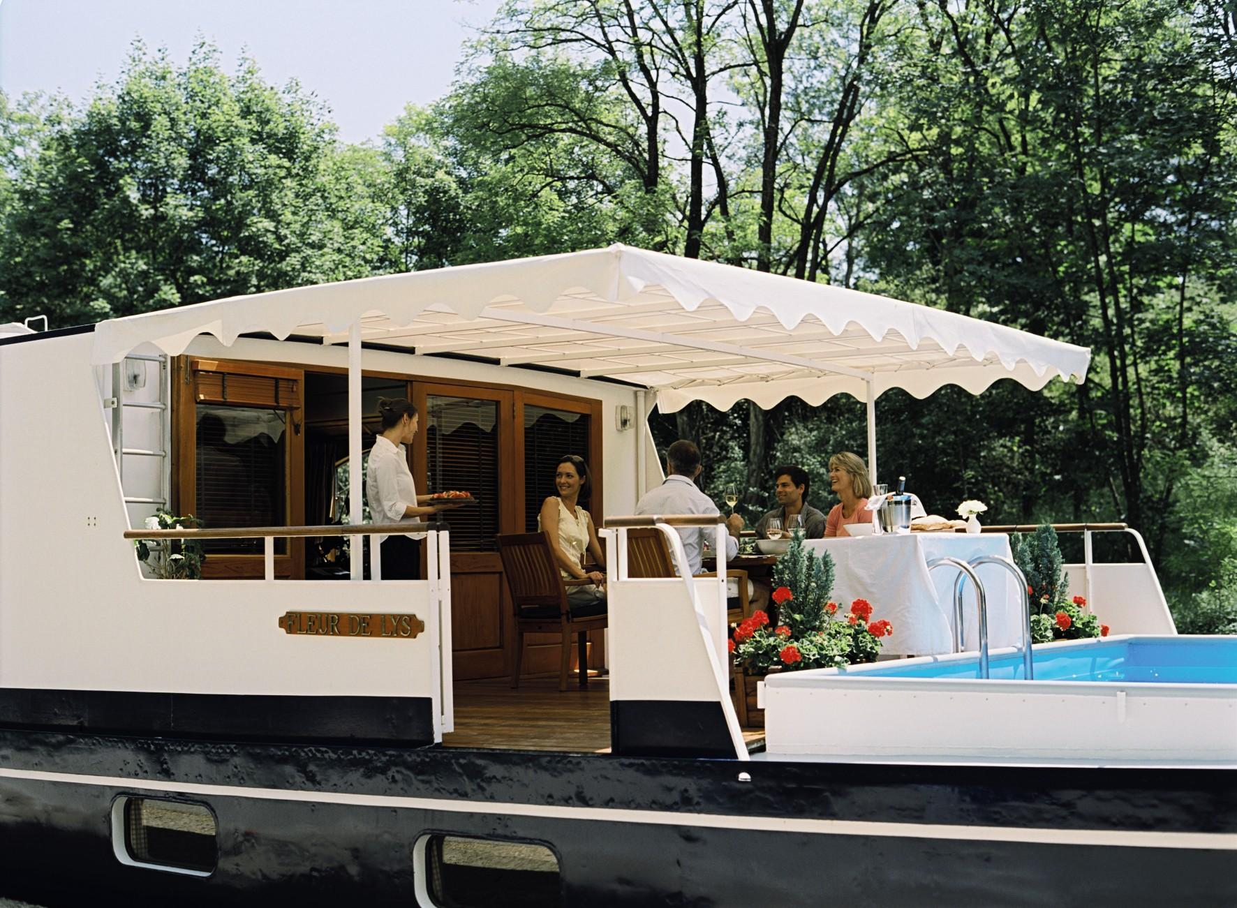 Belmond River Cruises Belmond Fleur de Lys Exterior Restaurant Lunch 1.jpg