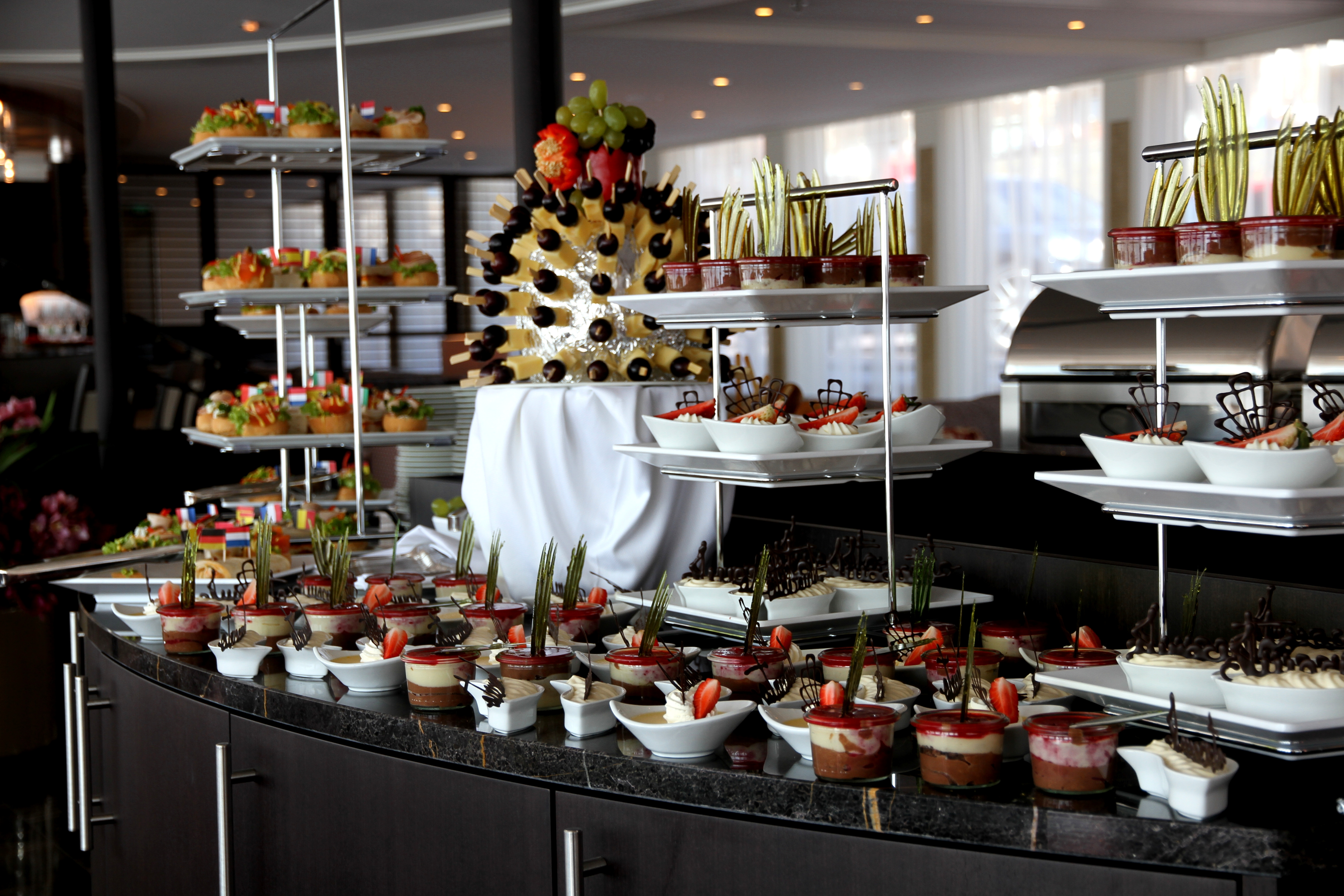 AmaWaterways AmaSerena AmaSonata AmaReina AmaPrima AmaCerto Interior Main Restaurant Food.jpg