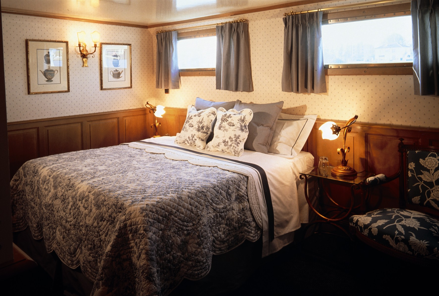 Belmond River Cruises Belmond Amaryllis Accommodation Bedroom 1.jpg
