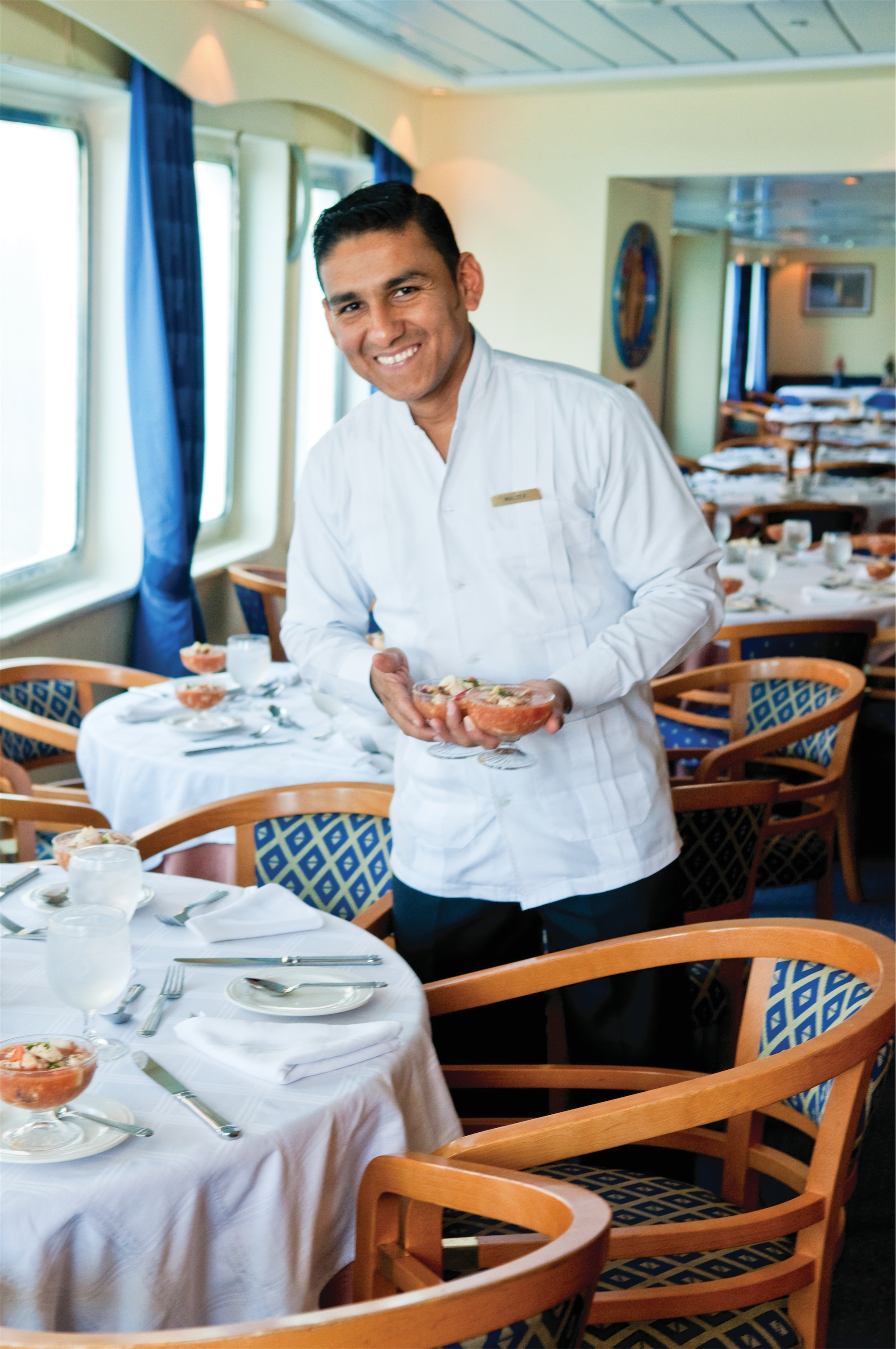 Lindblad Expeditions National Geographic Endeavour Interior Dining 2.jpg