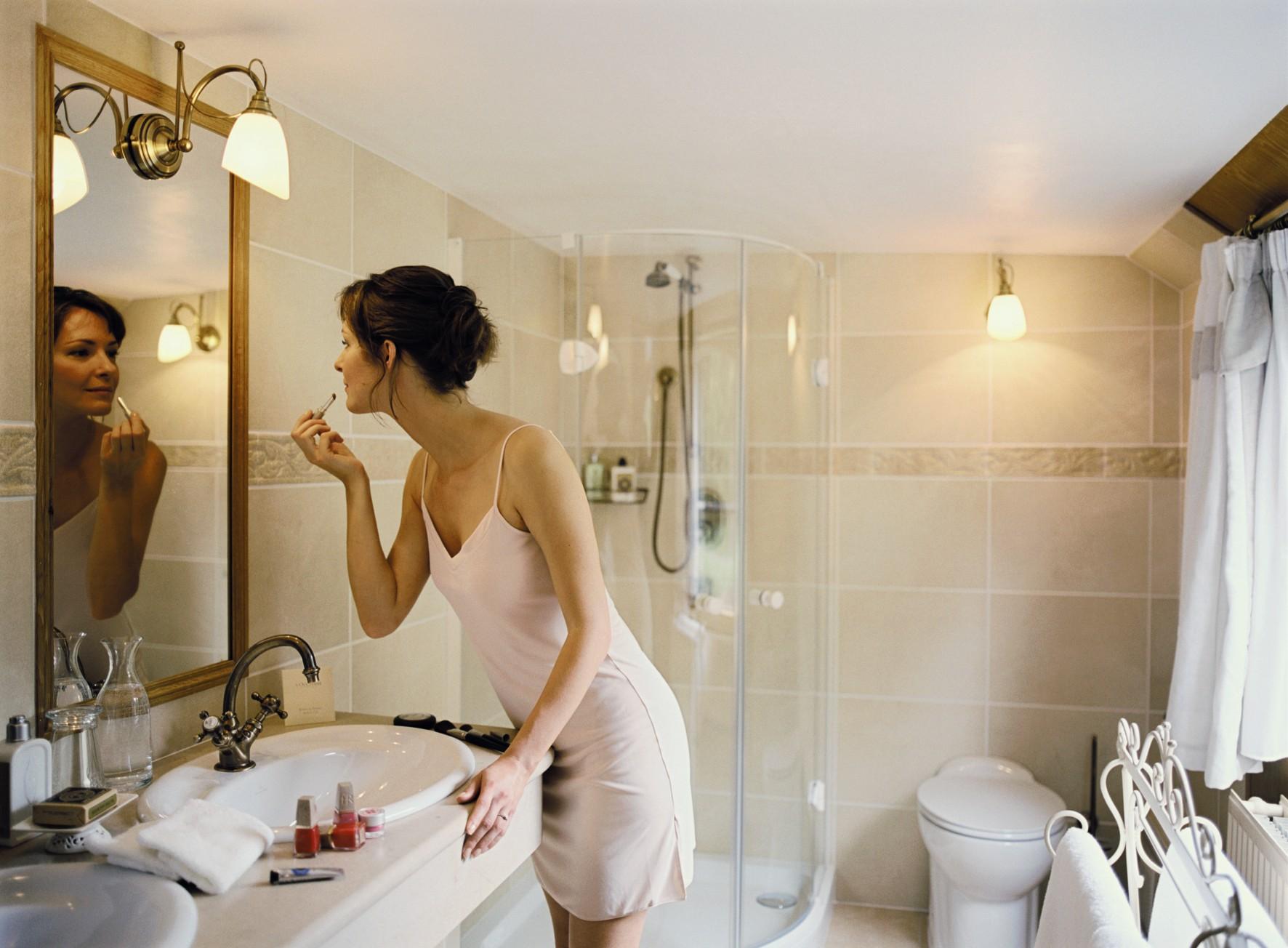 Belmond River Cruises Belmond Fleur de Lys Accommodation Bathroom.jpg