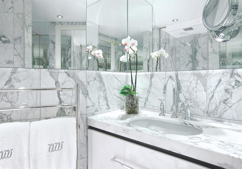 UNIWORLD Boutique River Cruises SS Antoinette Accommodation Bathroom.jpg