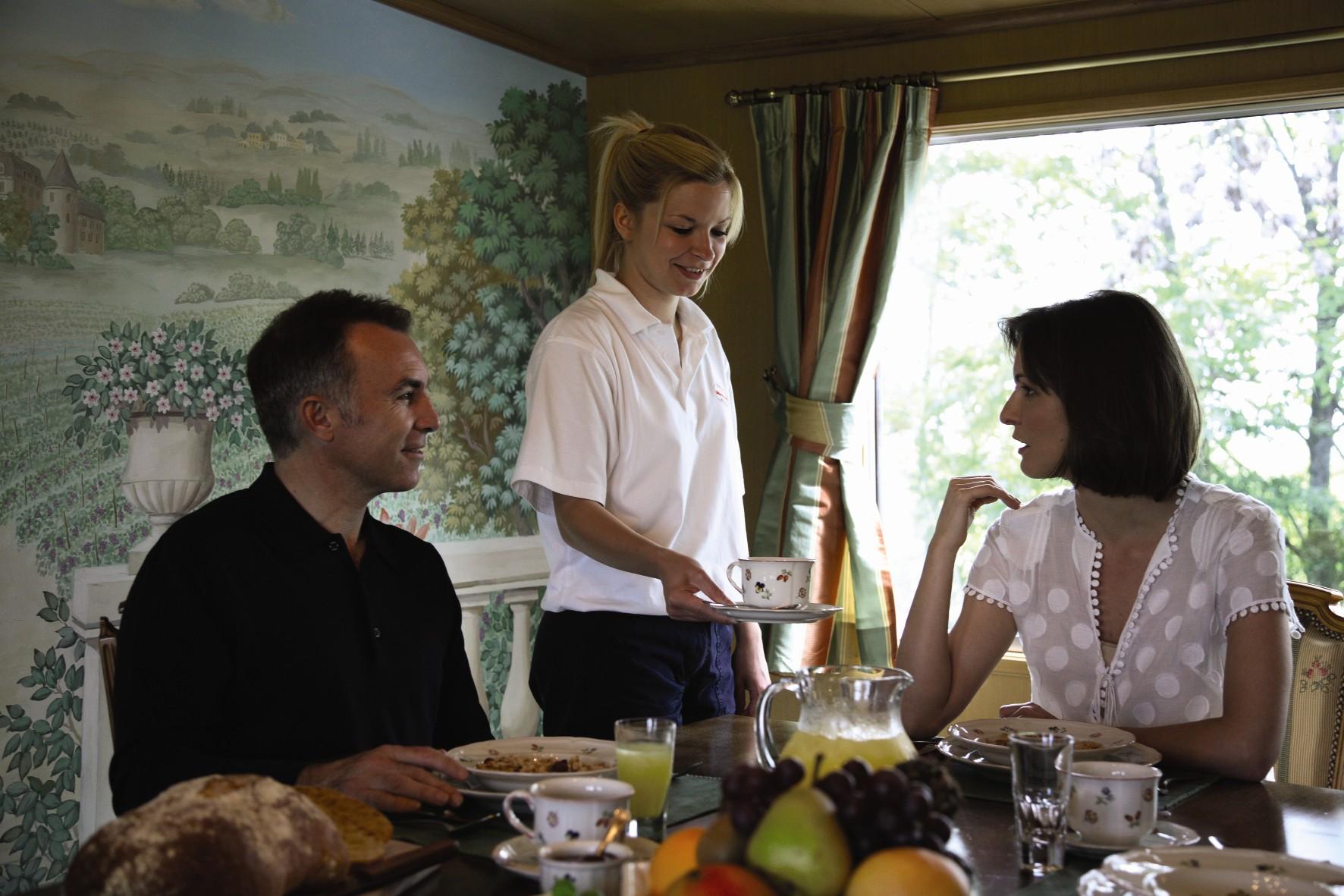 Belmond River Cruises Belmond Amaryllis Interior Restaurant Breakfast 3.jpg