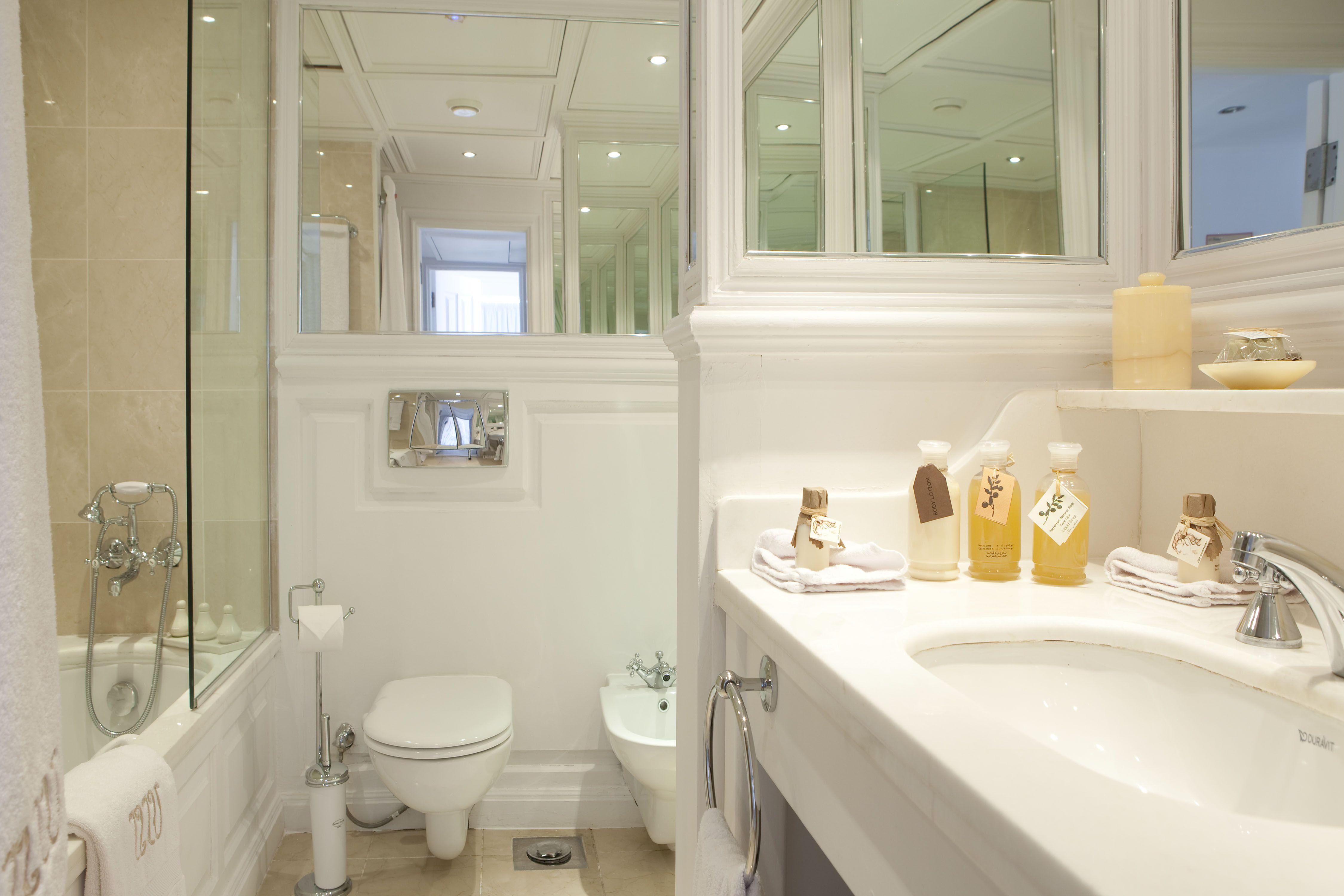 UNIWORLD Boutique River Cruises River Tosca Accommodation Bathroom.jpg