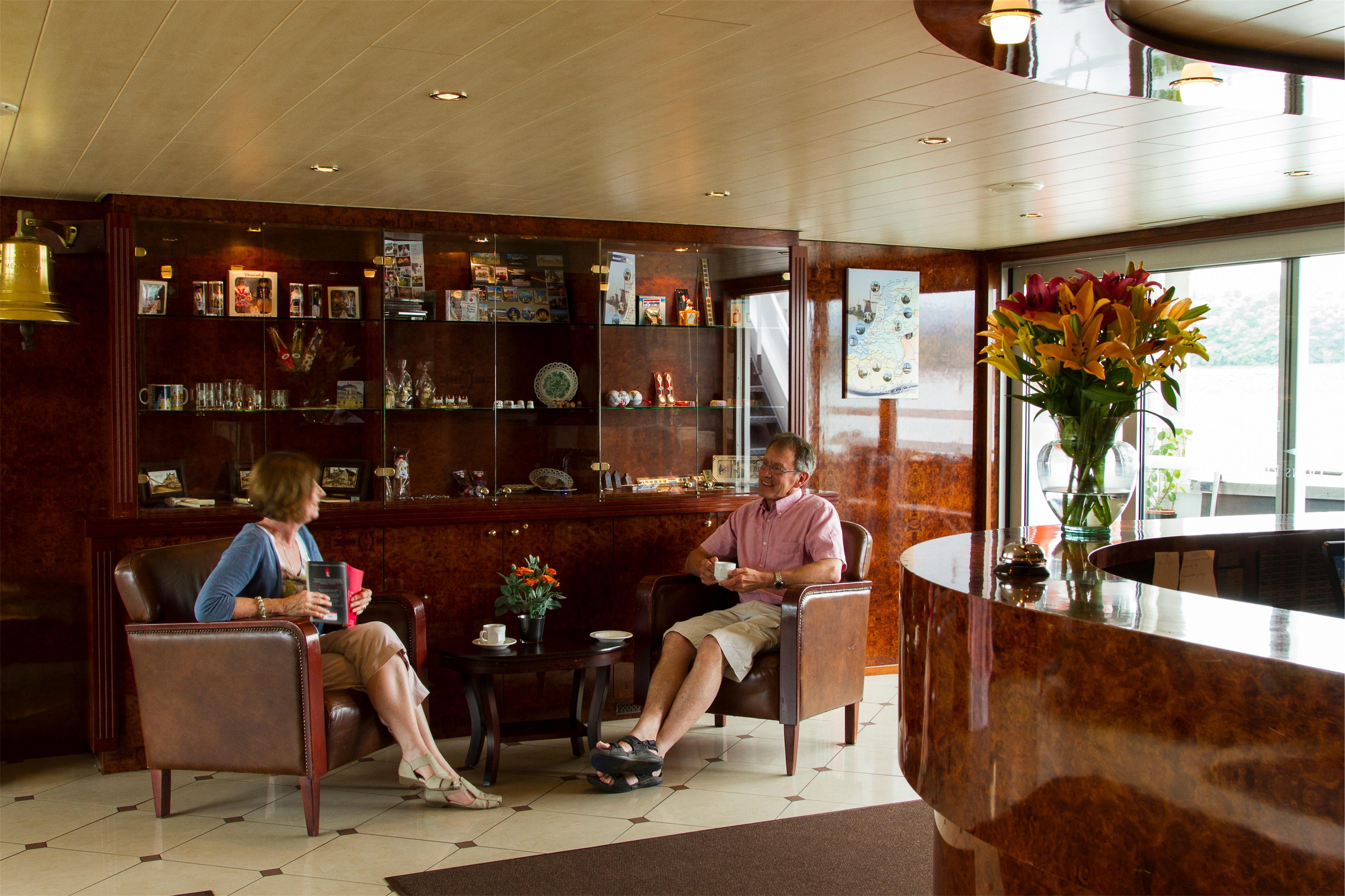 Shearings MV Esmeralda Interior Lounge Bar.jpg