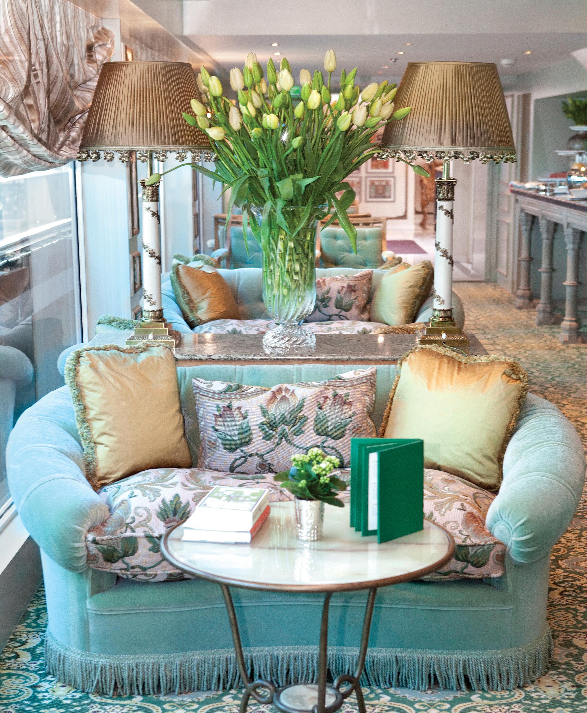 UNIWORLD Boutique River Cruises SS Antoinette Interior Salon Du Grand Trianon 1.jpg