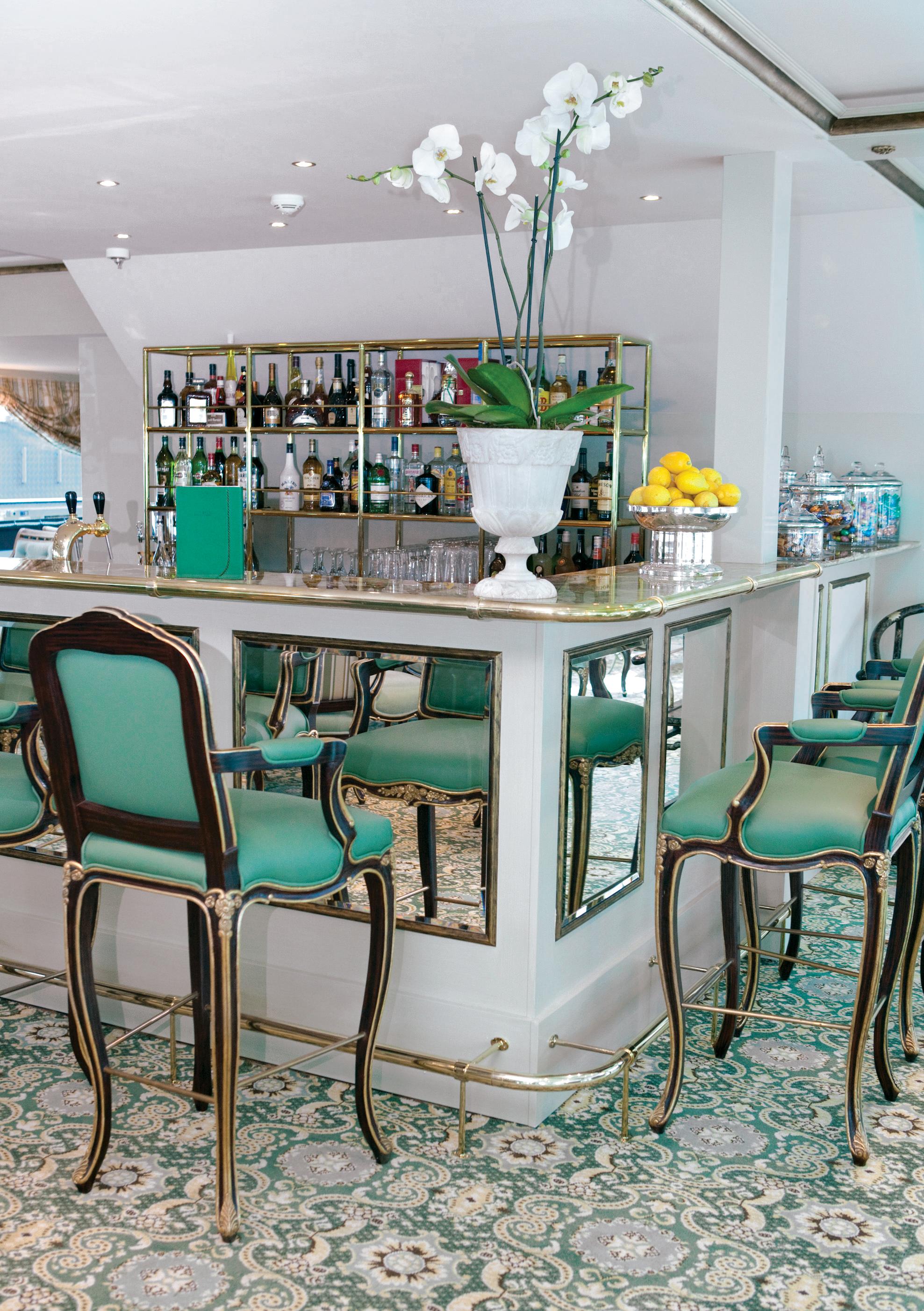UNIWORLD Boutique River Cruises SS Antoinette Interior Salon Du Grand Trianon Bar 1.jpg