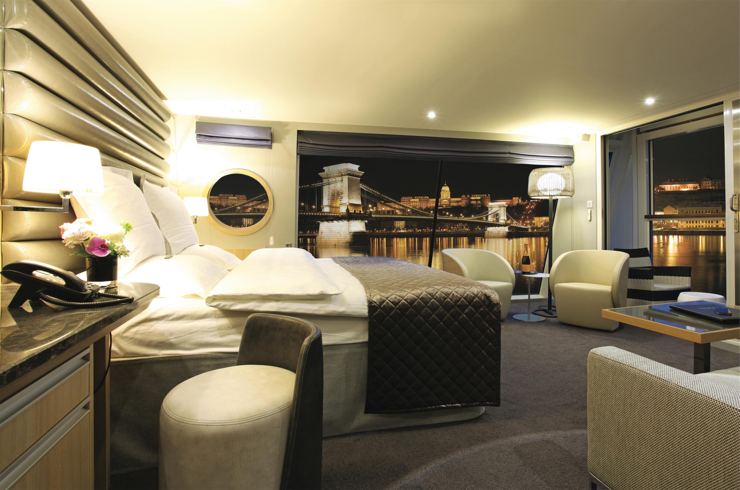 Scenic Crystal Scenic Jewel Scenic Jade Accommodation Royal Panorama Suite.jpg