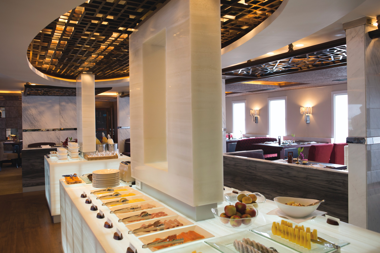 Belmond River Cruises Belmond Orcaella Interior Restaurant Breakfast.jpg