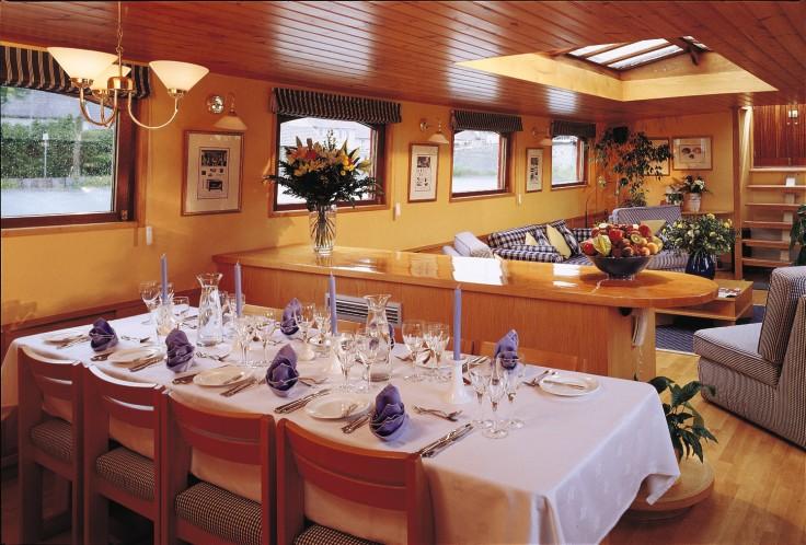 Belmond River Cruises Belmond Hirondelle Interior Restaurant 2.jpg