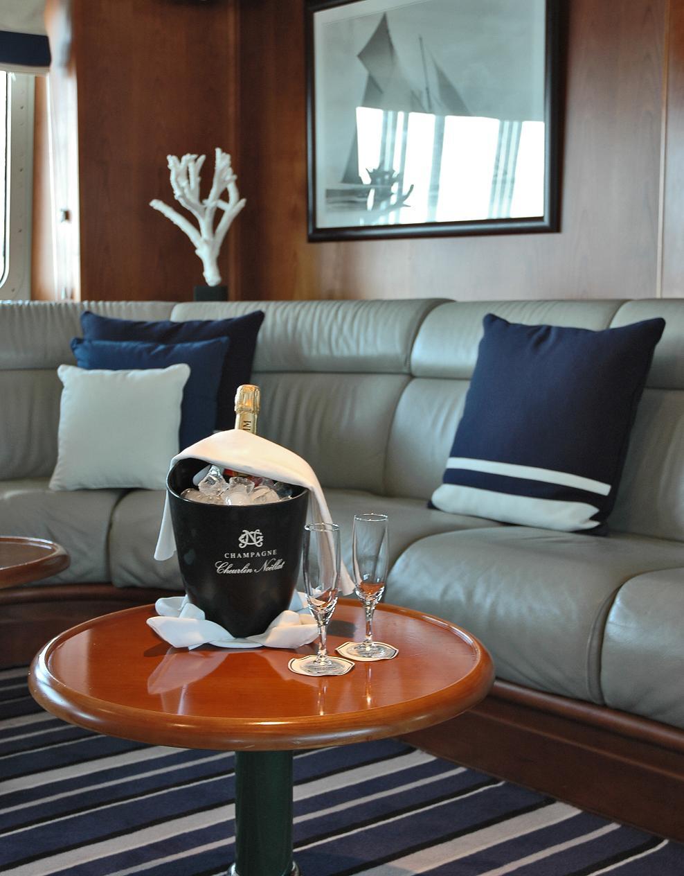 Ponant Le Ponant Interior Emeraude Lounge 3.JPEG