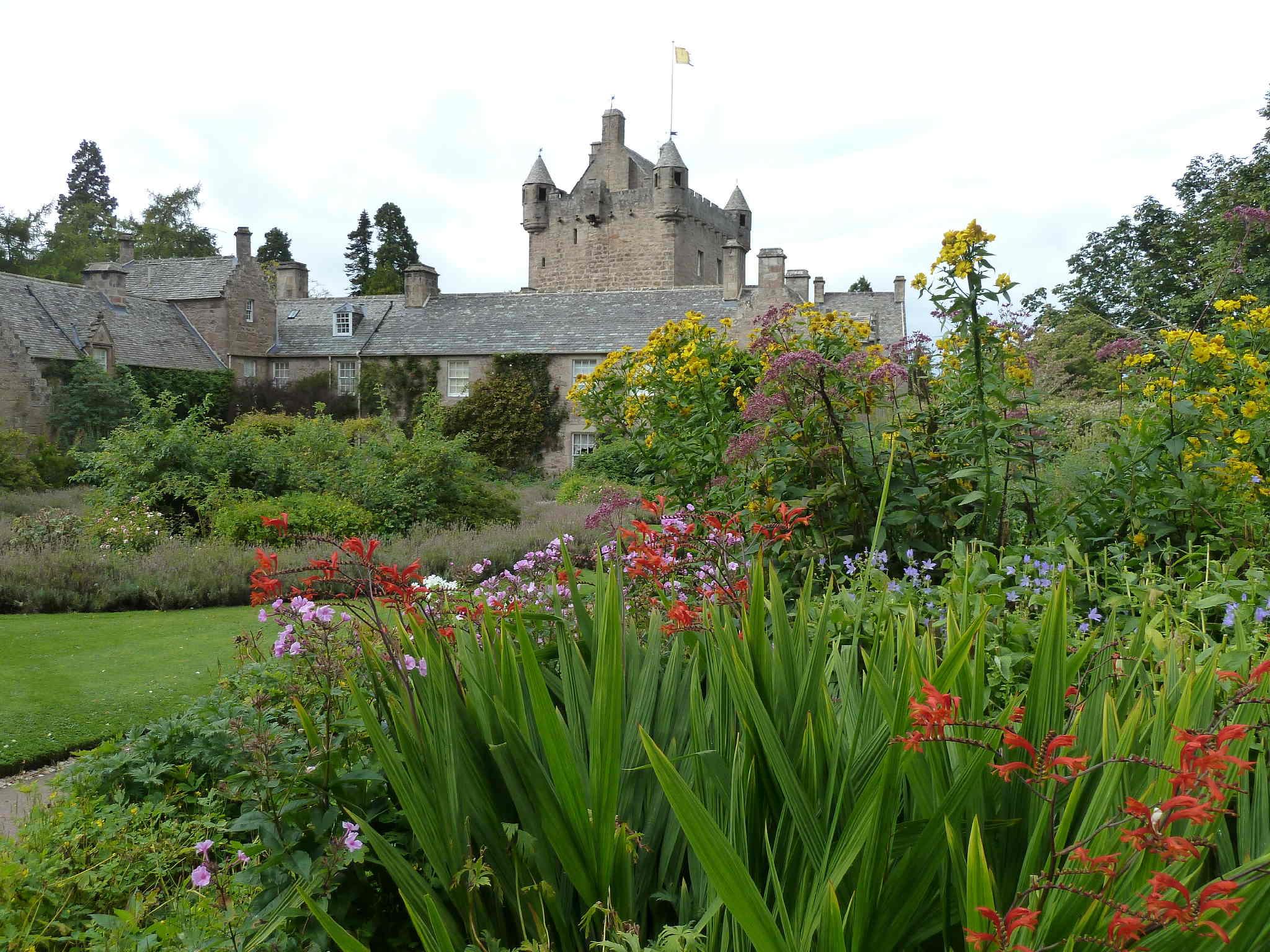 European Waterways Scottish Highlander - Cawdor Castle.JPG